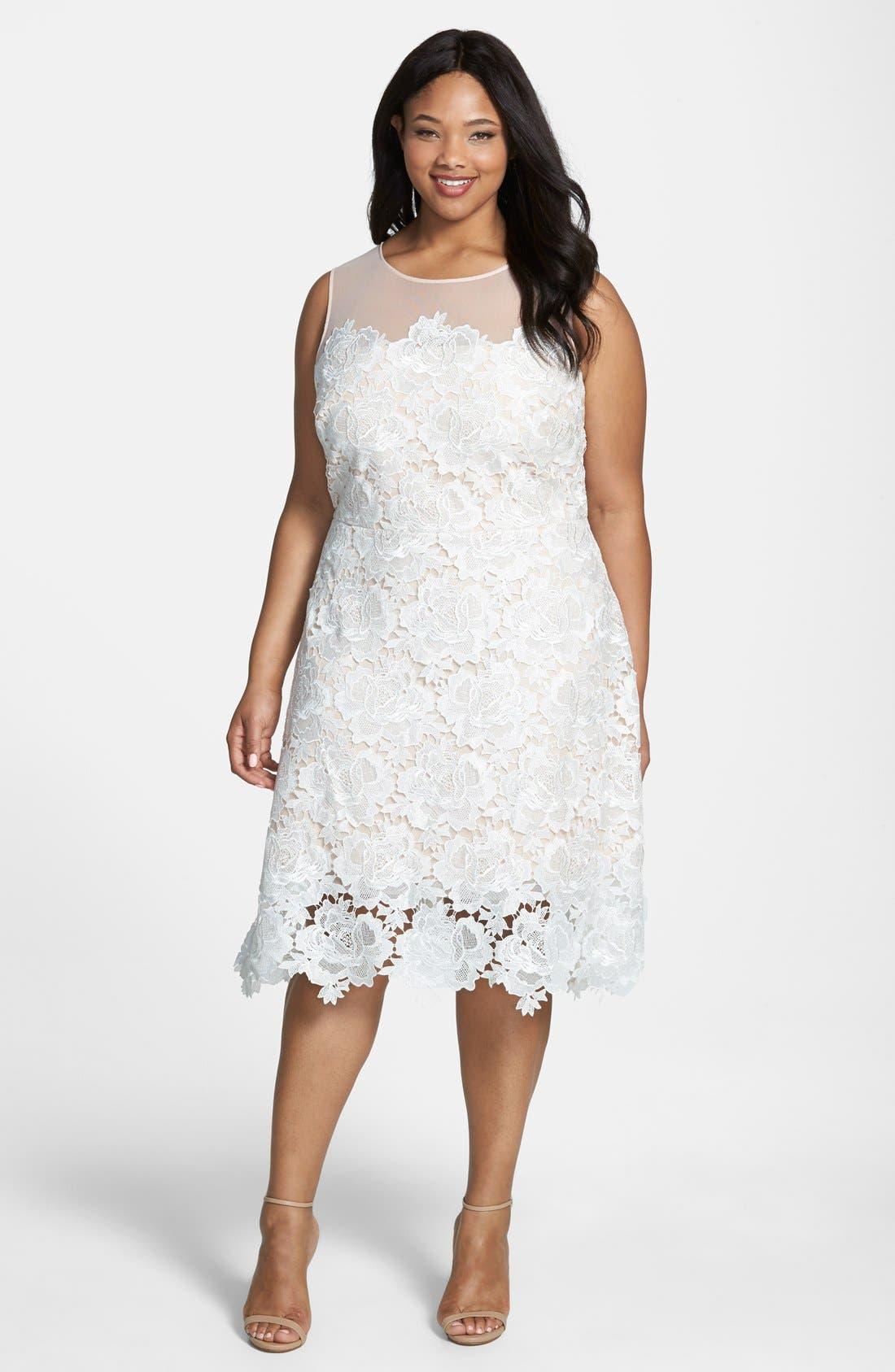 Main Image - Julia Jordan Floral Lace Sleeveless Sheath Dress (Plus Size)