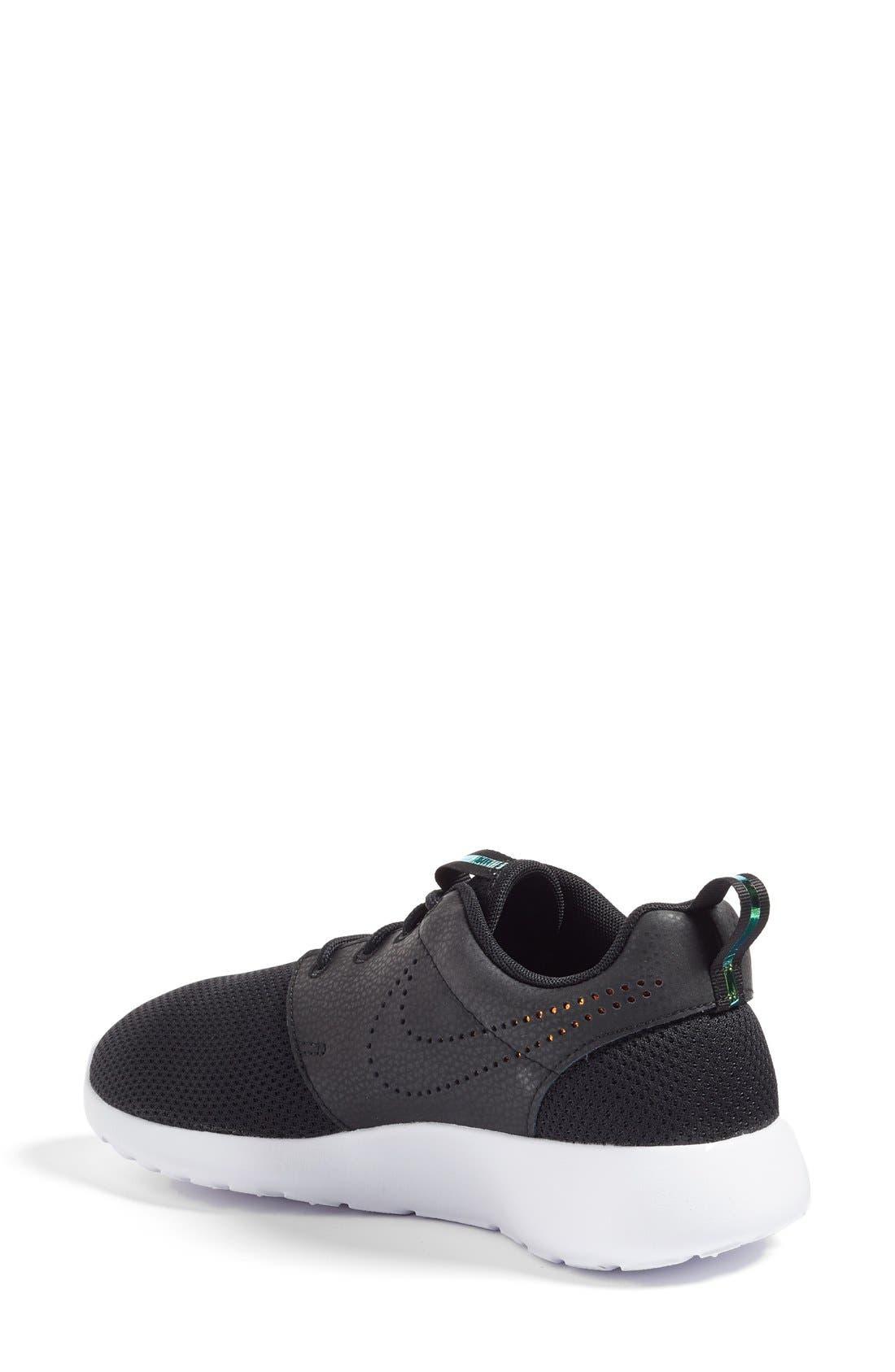 Alternate Image 2  - Nike 'Roshe Run' Print Sneaker (Women)