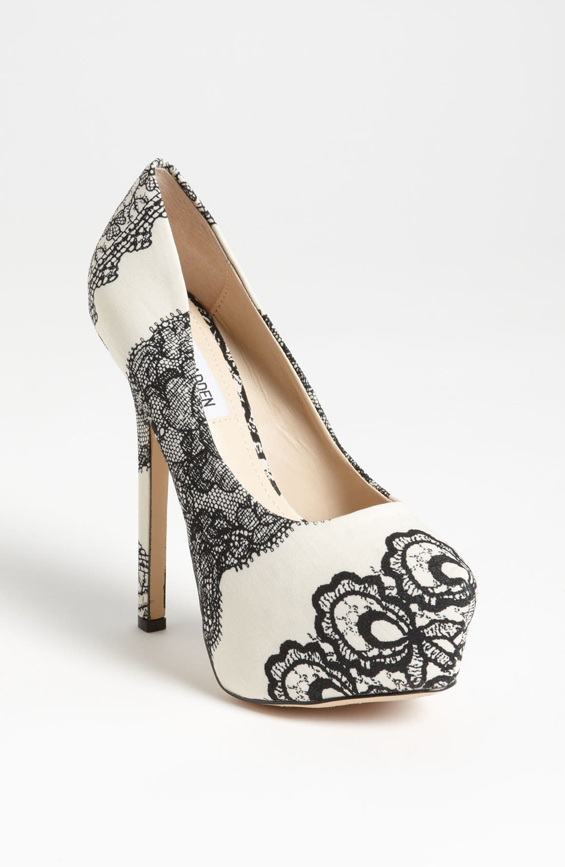 Alternate Image 1 Selected - Steve Madden 'Dejavu' Pump