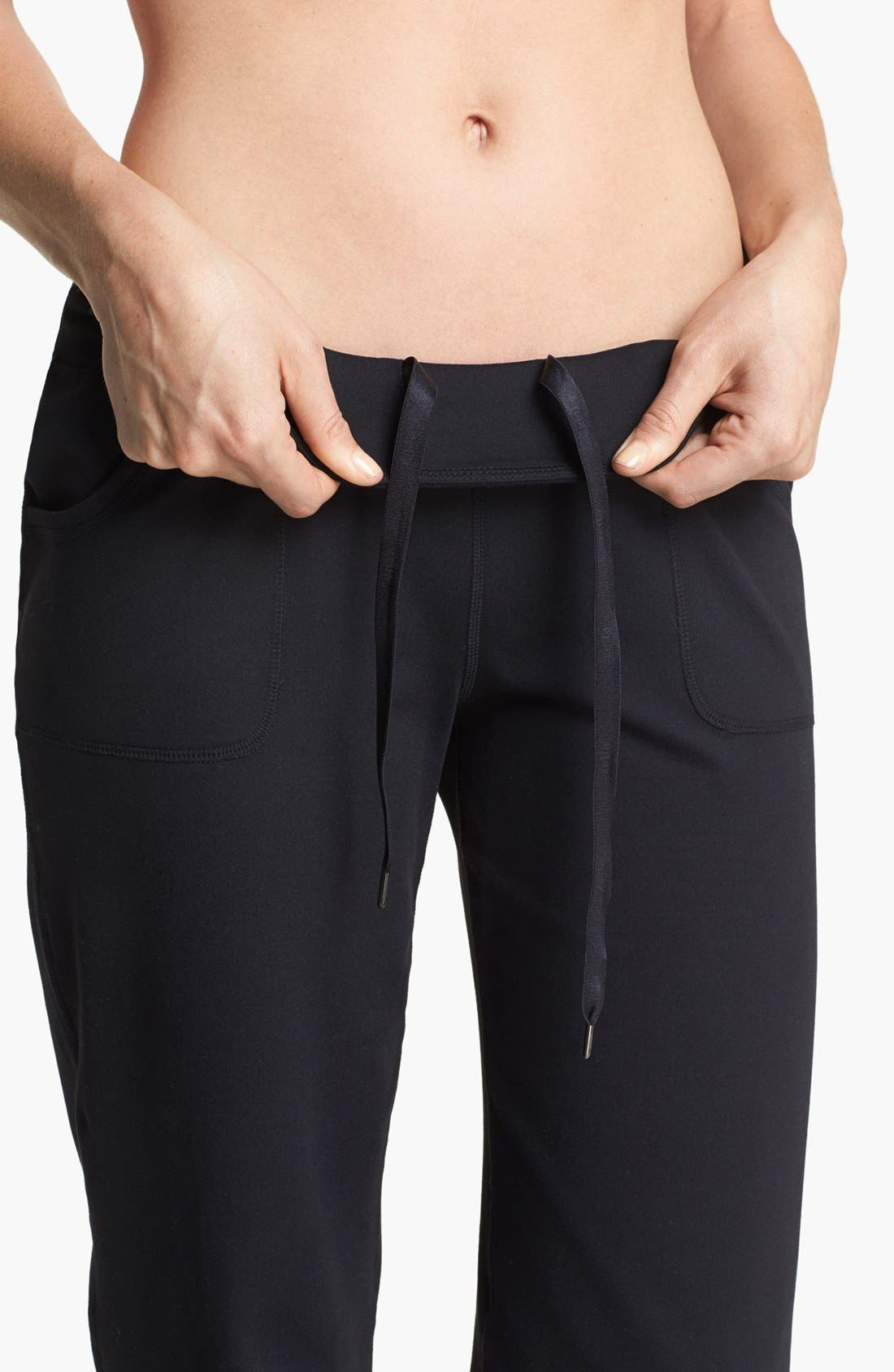Alternate Image 4  - Zella 'Soul 2' Capris (Online Only)