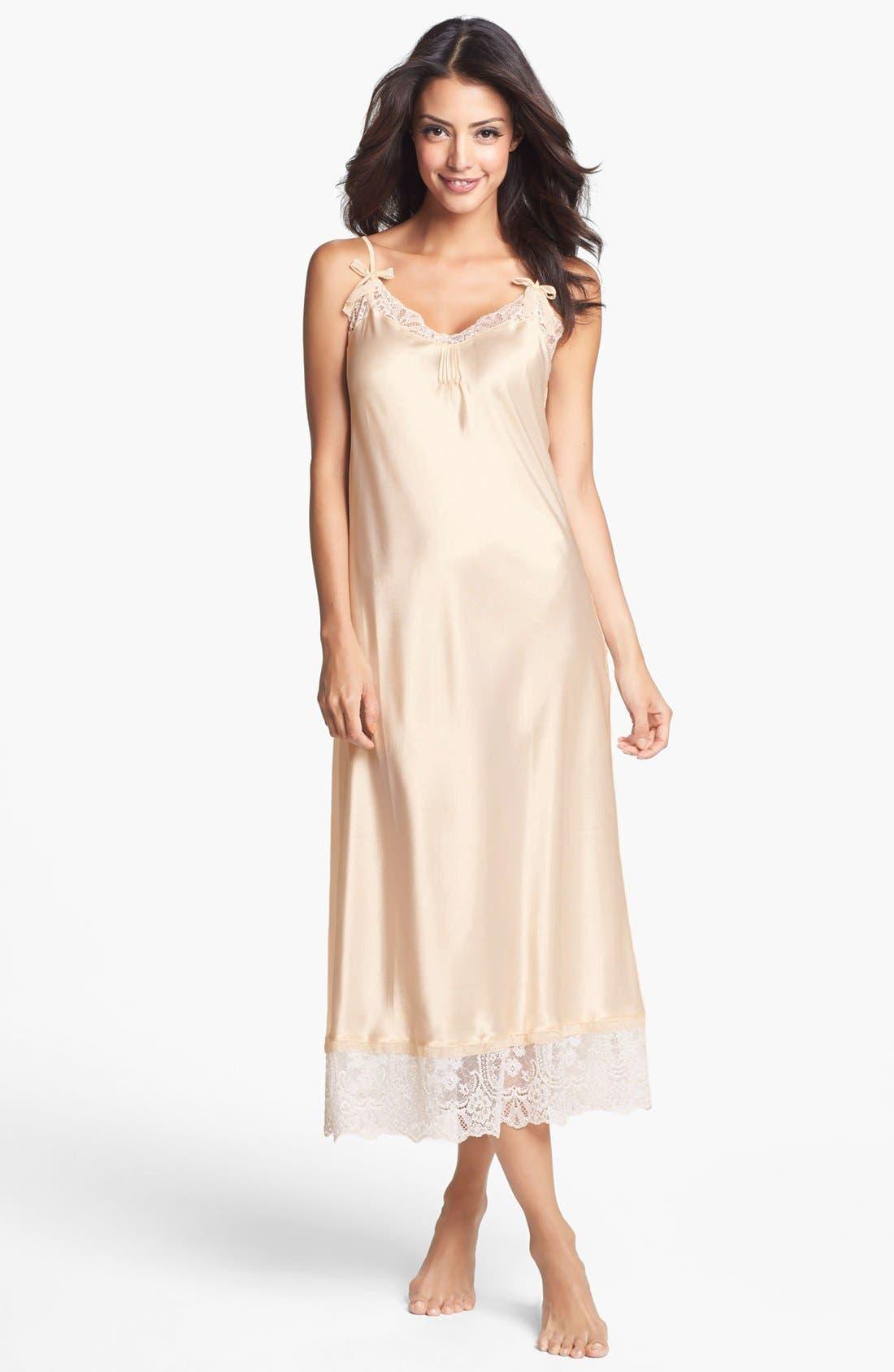 Main Image - Oscar de la Renta Sleepwear 'Timeless Romance' Nightgown