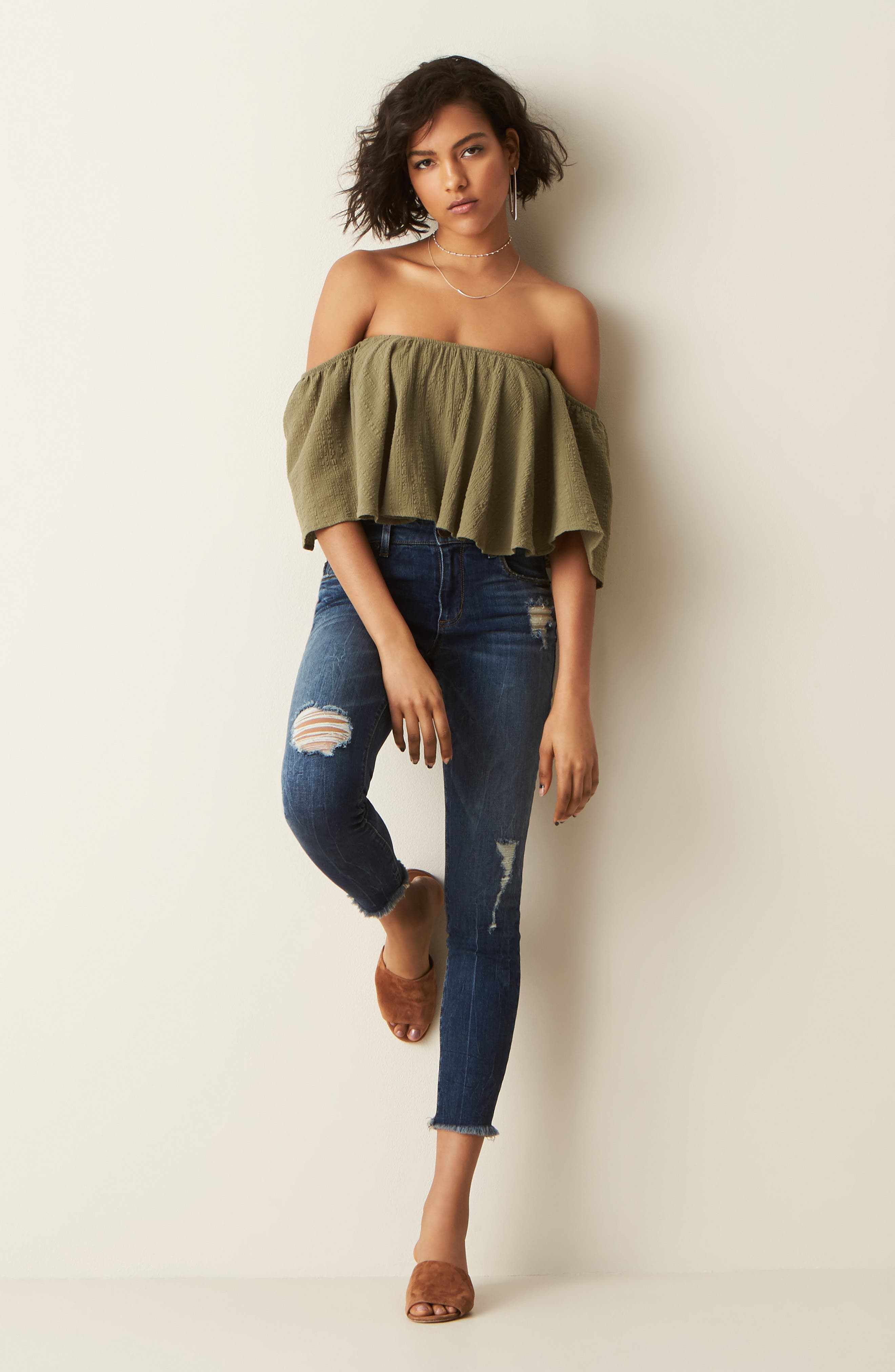 MOON RIVER Crop Top & STS Blue Jeans Outfit with Accessories