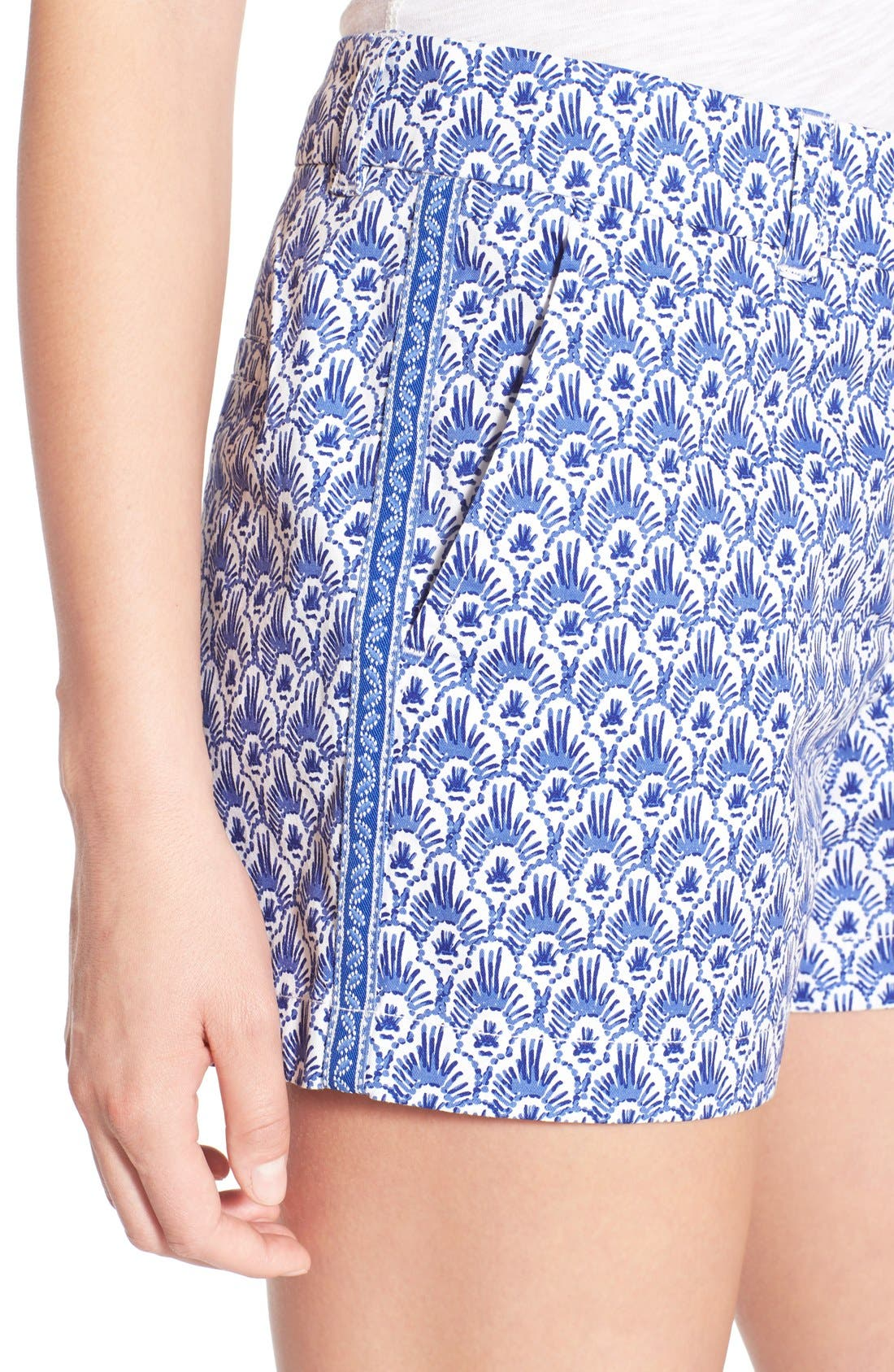 Alternate Image 3  - Vineyard Vines Feather Print Stretch Cotton Shorts