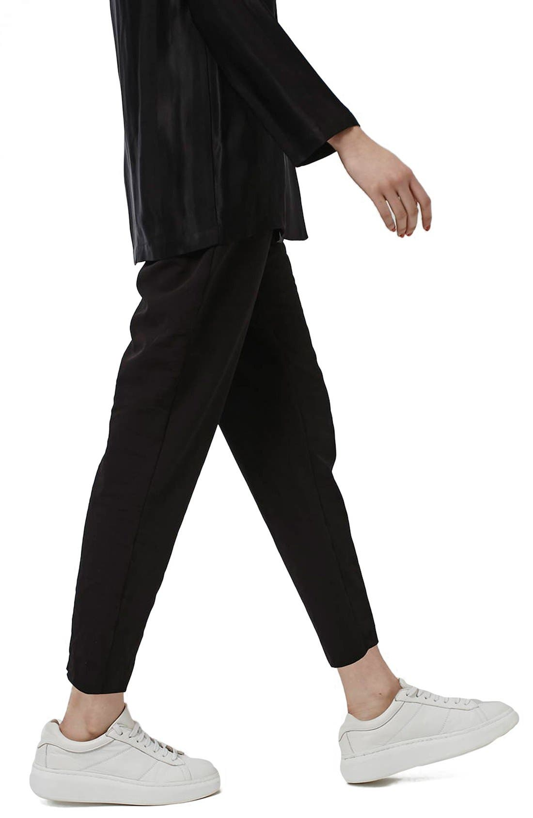 Main Image - Topshop Pleated Tapered Trousers