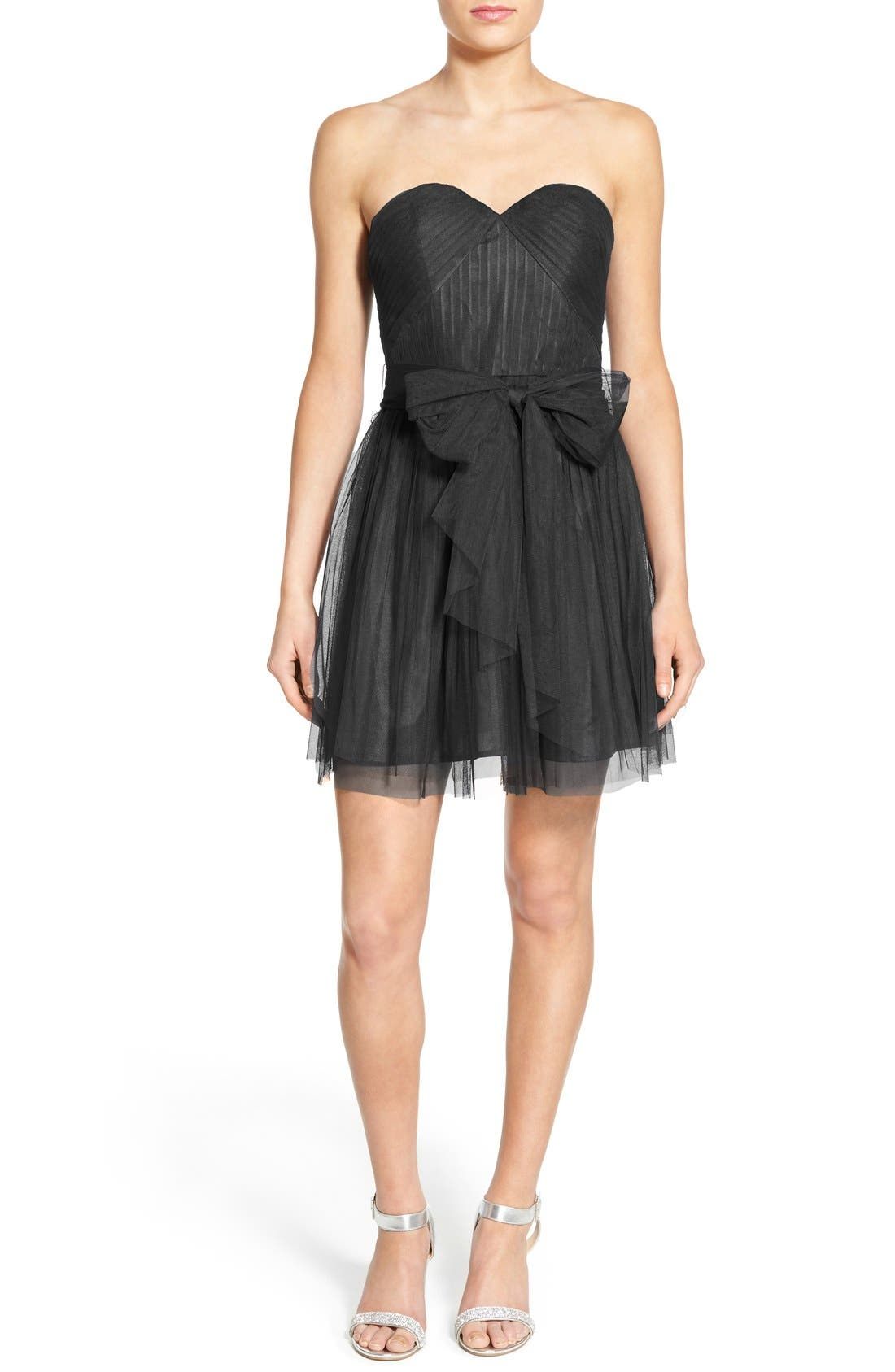 Main Image - Soloiste Bow Front Tulle Strapless Skater Dress