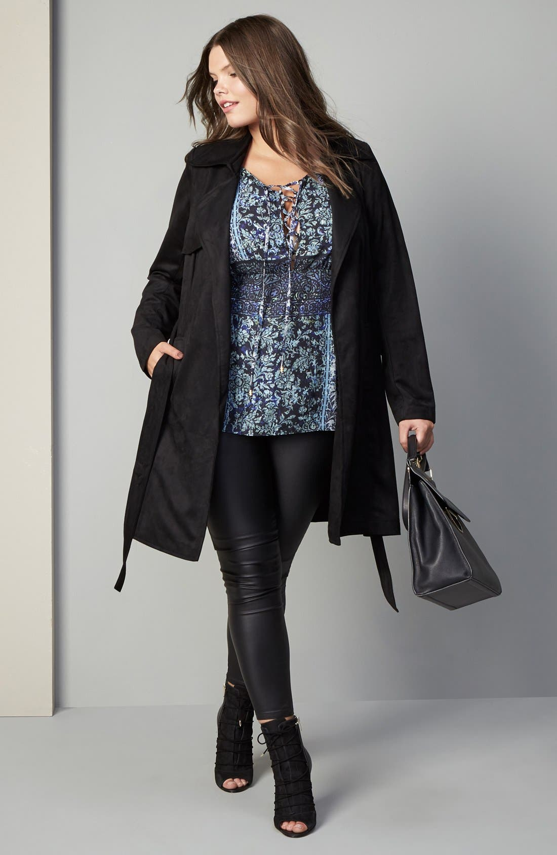 City Chic Trench, Top & Jeans Outfit with Accessories (Plus Size)