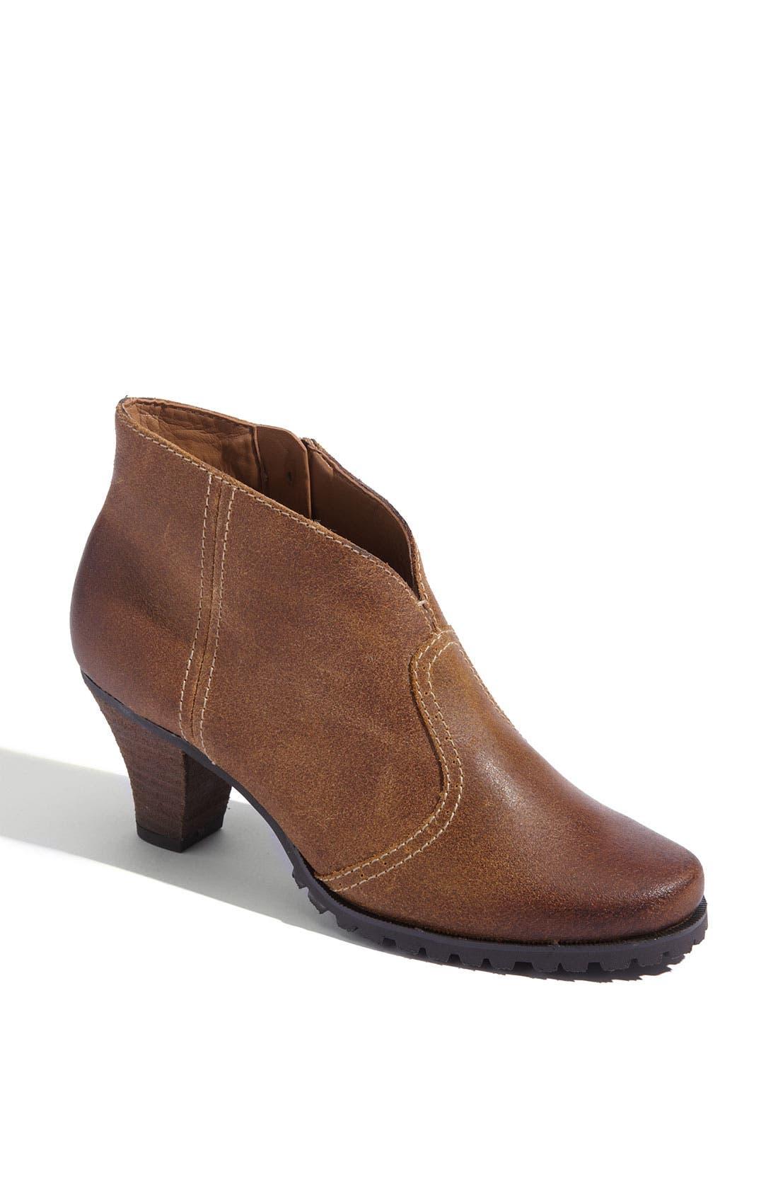 Main Image - SoftWalk® 'Dakota' Boot
