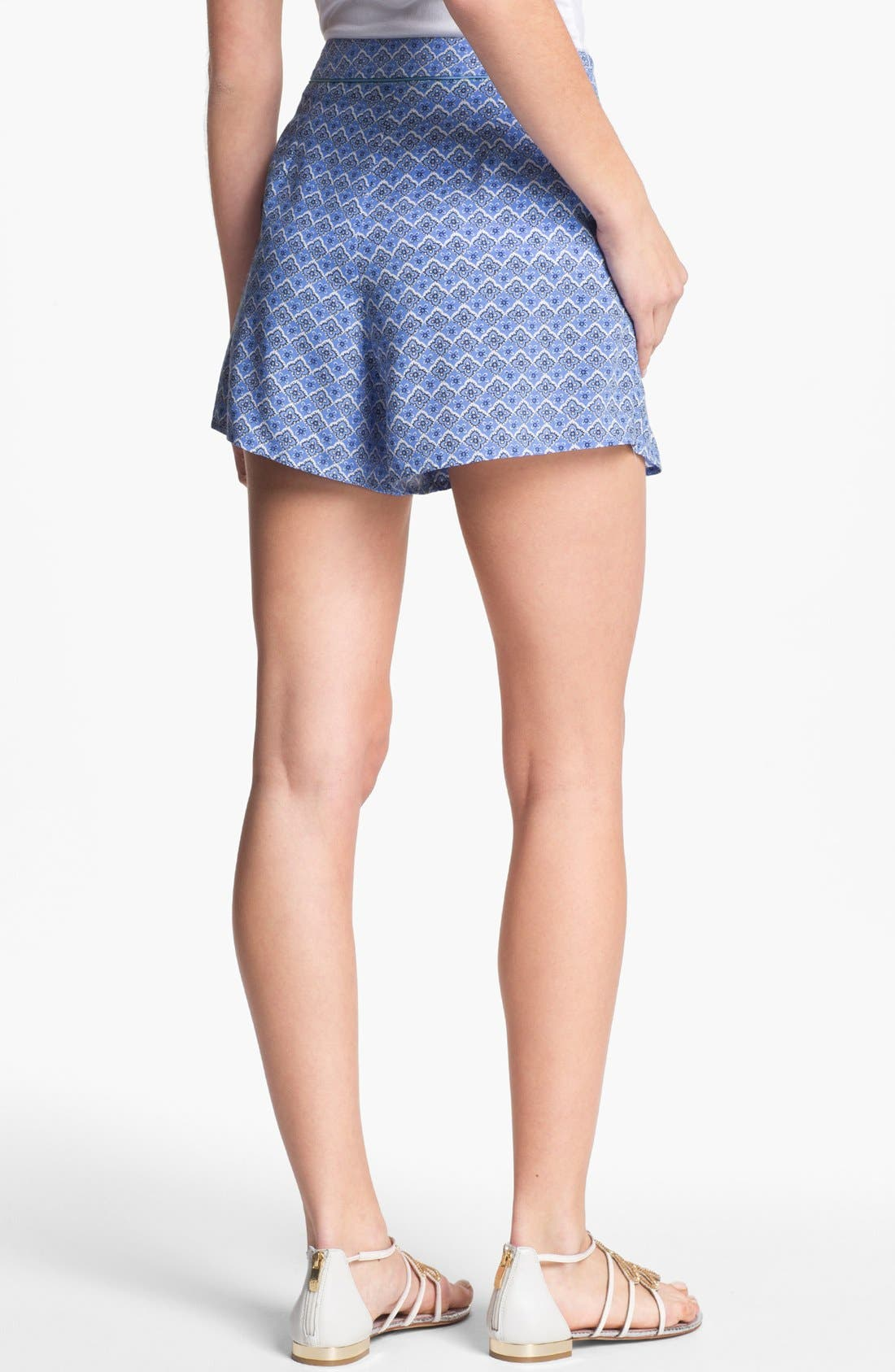 Alternate Image 2  - Two by Vince Camuto Pleated Print Shorts