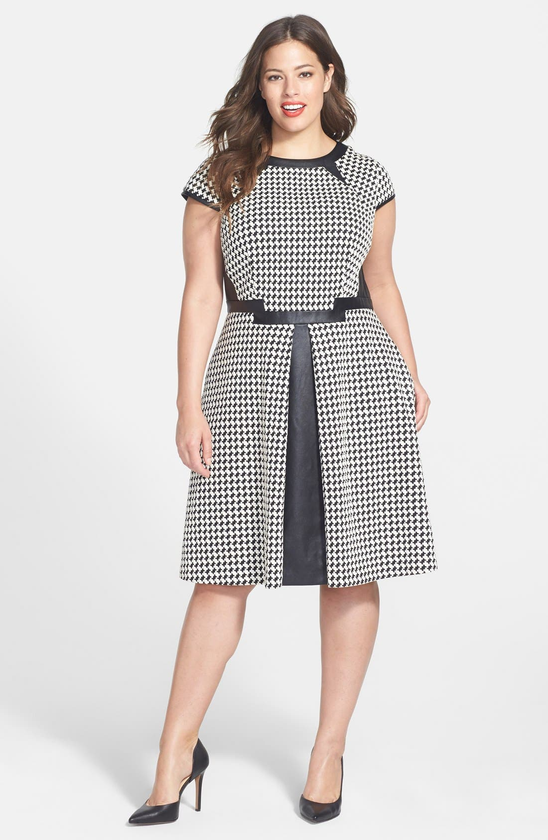 Main Image - Julia Jordan Houndstooth Dress & Sam Edelman Pump (Plus Size)