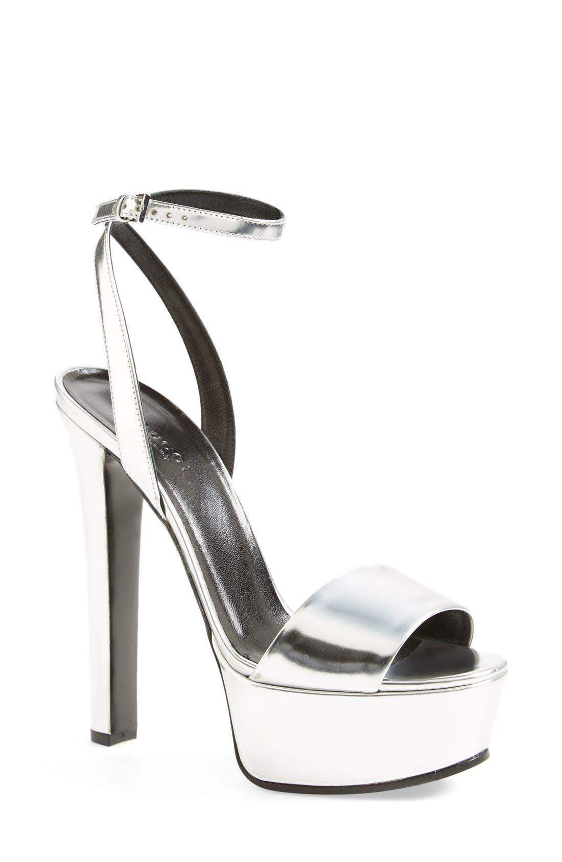Alternate Image 1 Selected - Gucci 'Leila' Metallic Platform Sandal (Women)