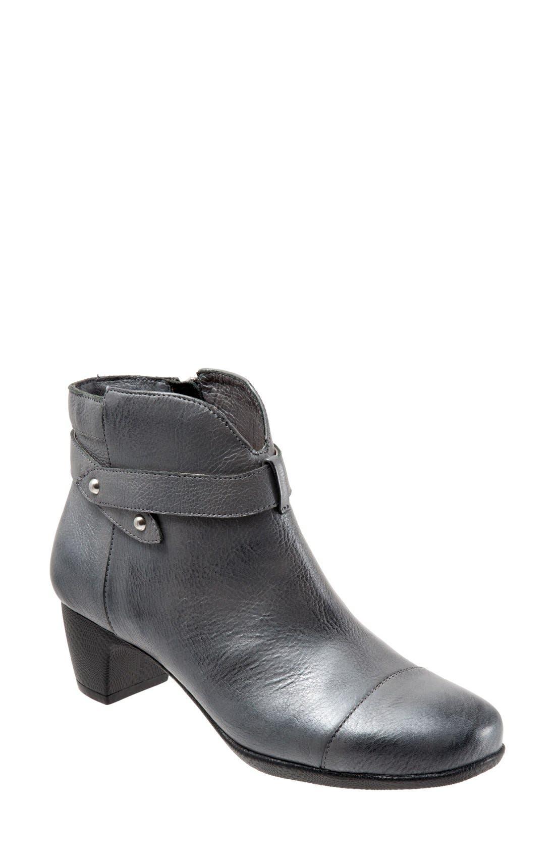 SoftWalk® 'Ivanhoe' Leather Bootie (Women)
