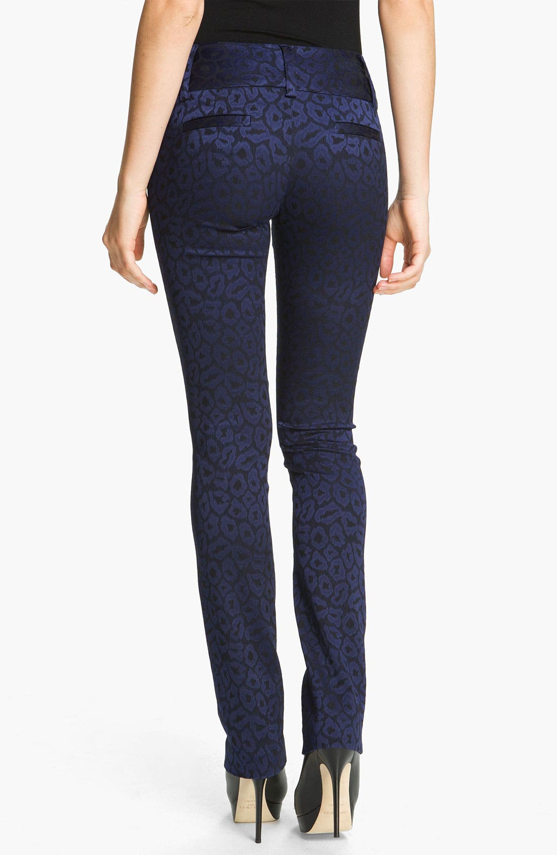 Main Image - Alice + Olivia 'Andrew' Leopard Print Skinny Pants