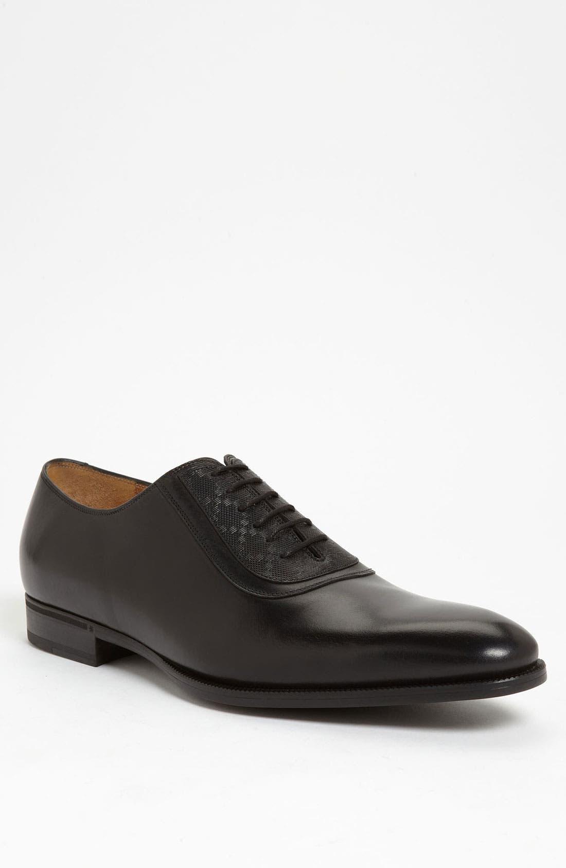 Alternate Image 1 Selected - Gucci 'Noort' Plain Toe Oxford