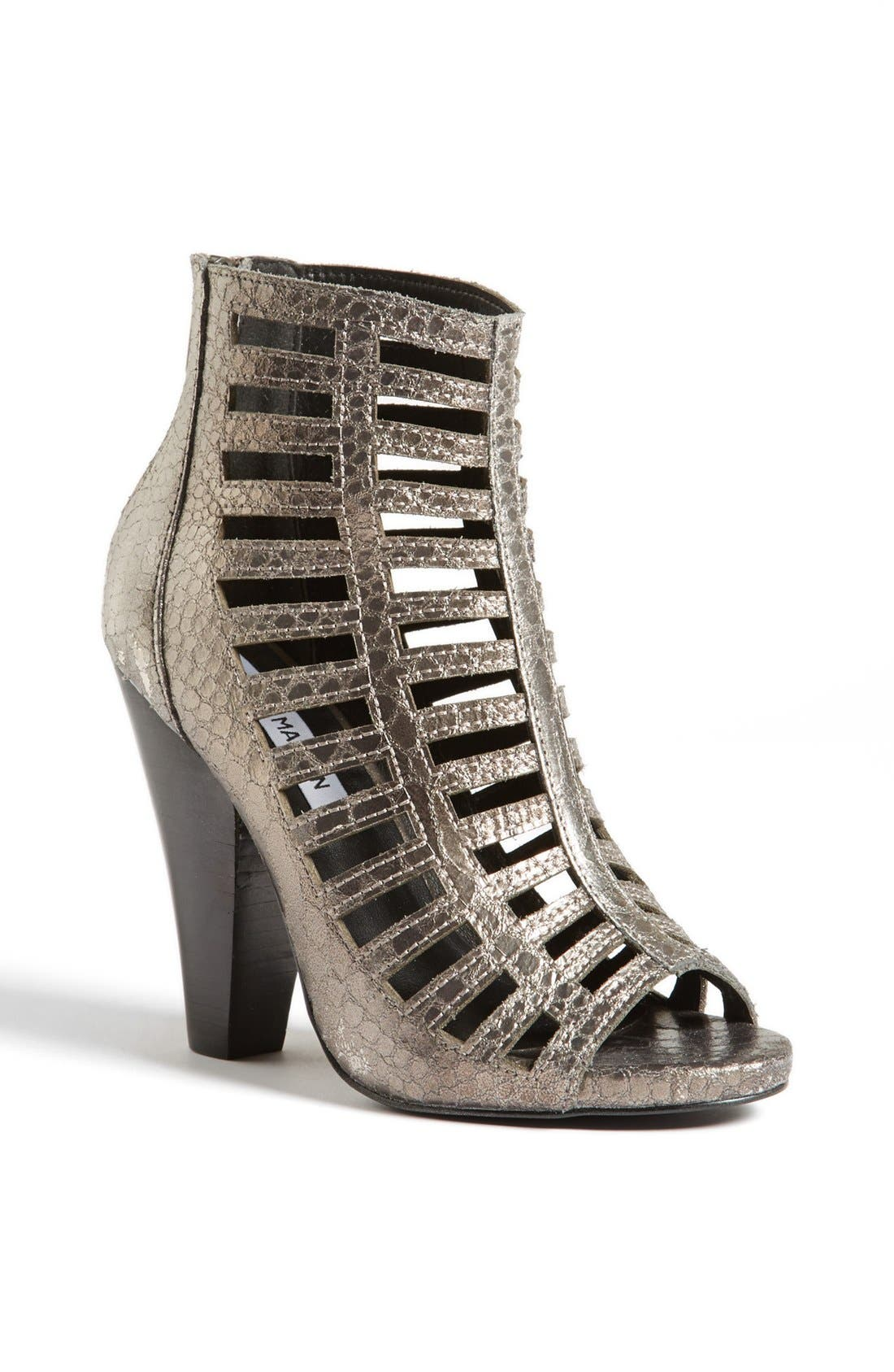 Main Image - Steve Madden 'Alexxia' Bootie (Online Only)