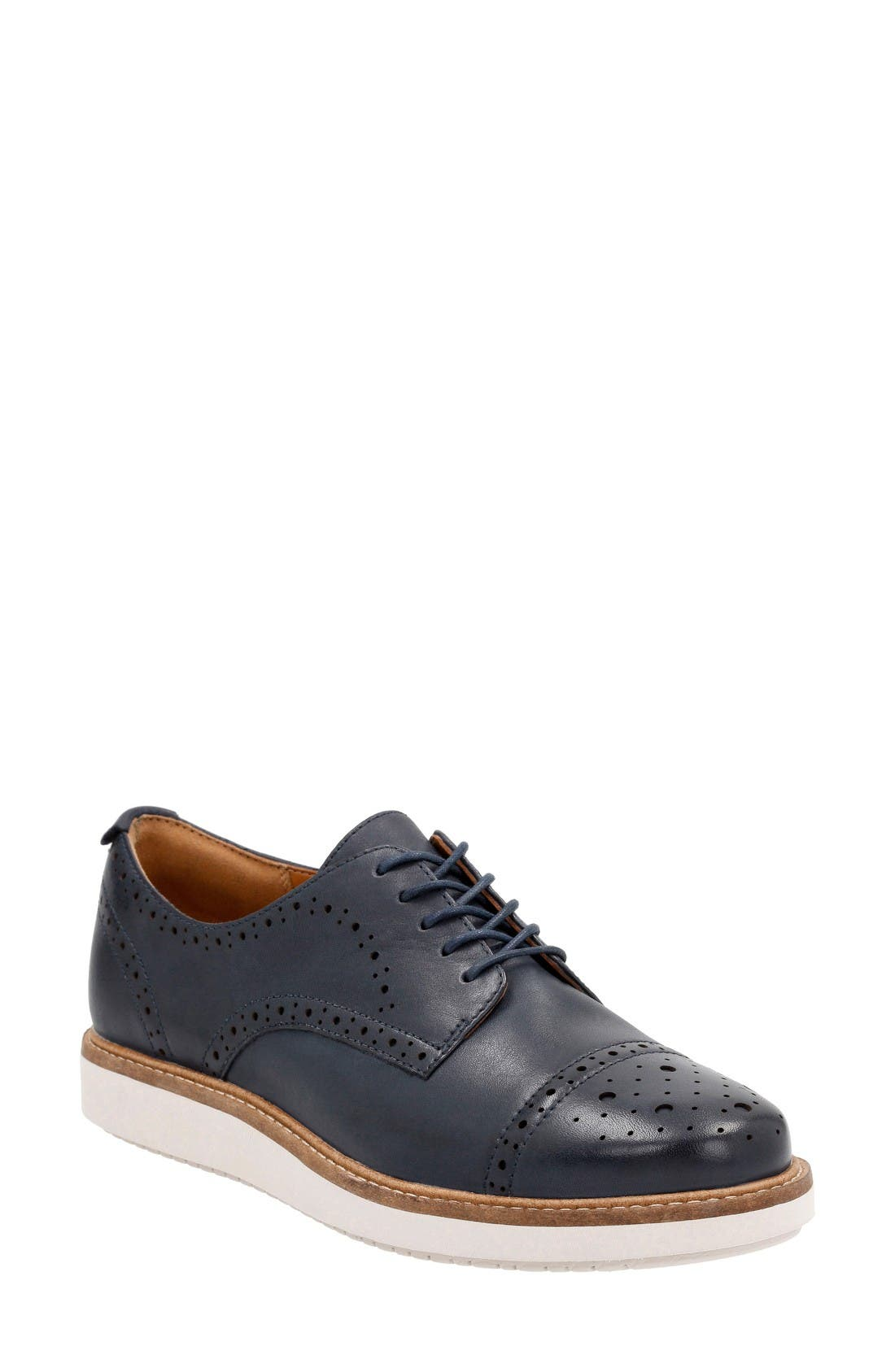Alternate Image 1 Selected - Clarks® Glick Shine Oxford (Women)