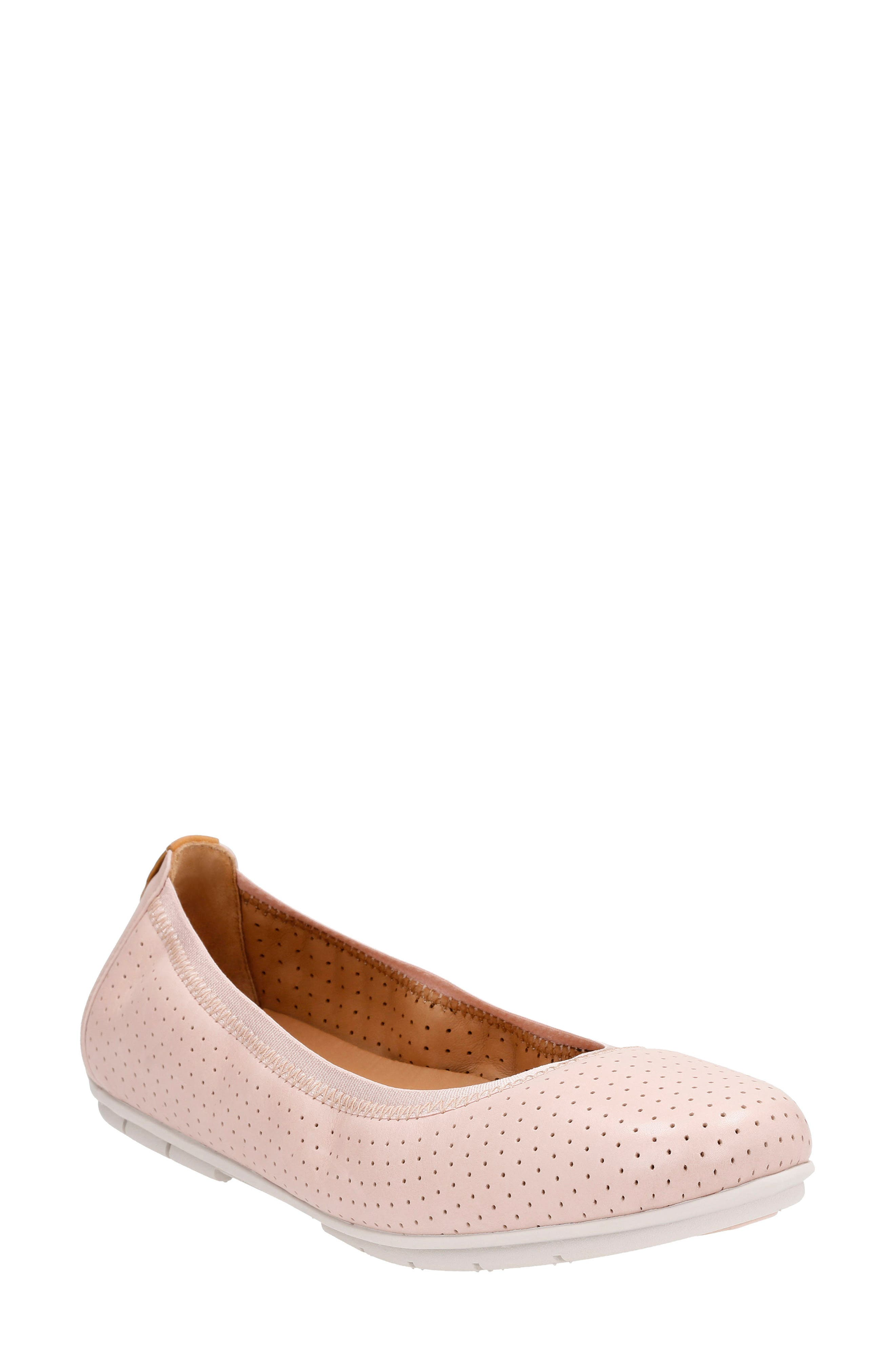 CLARKS® Un Tract Flat