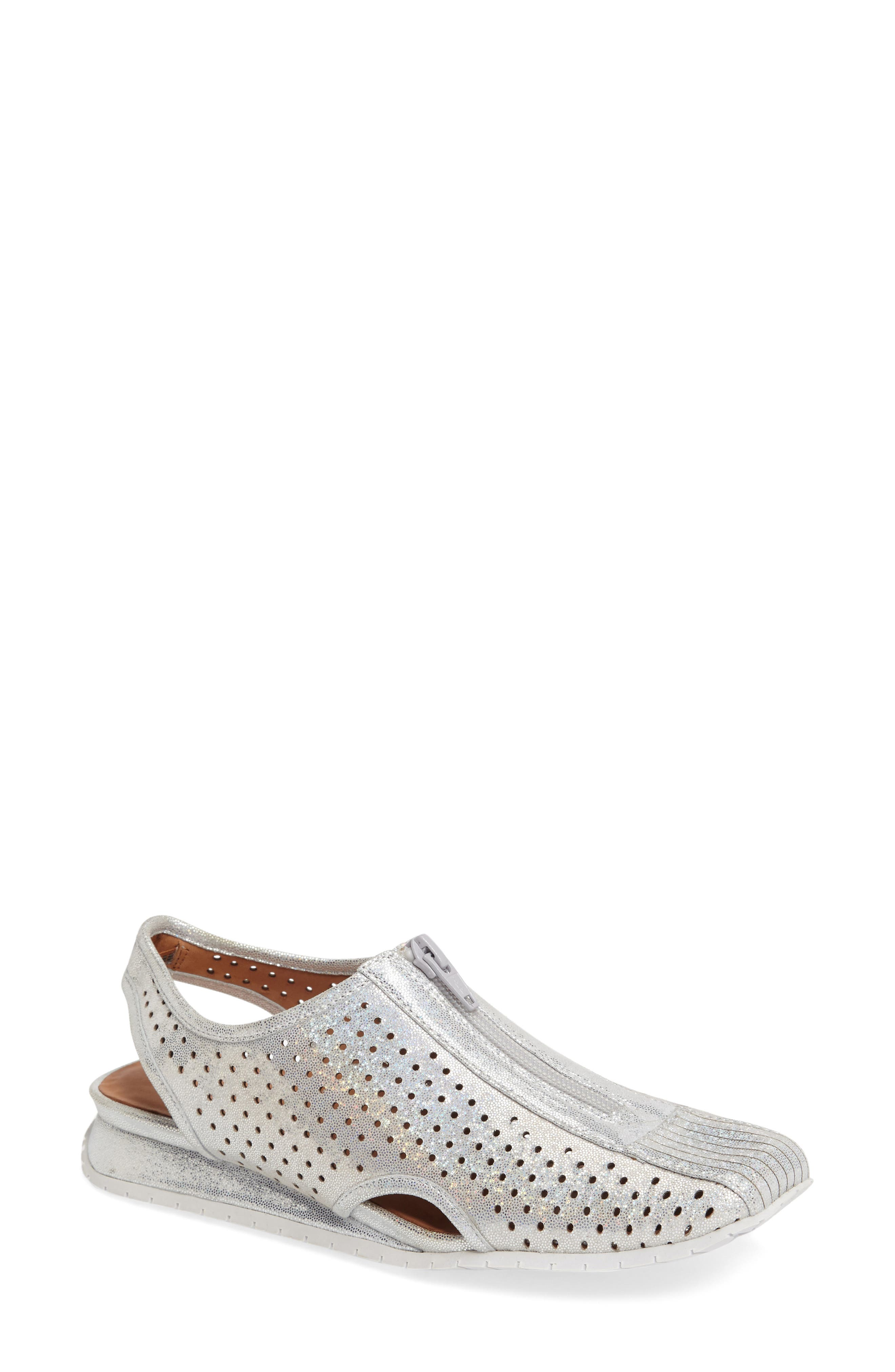 L'AMOUR DES PIEDS Trintino Perforated Slingback Flat