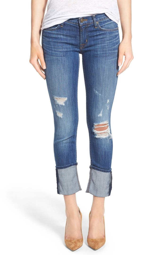 6. Cropped flare jeans, a statement top, and mules are an easy, forward combination.