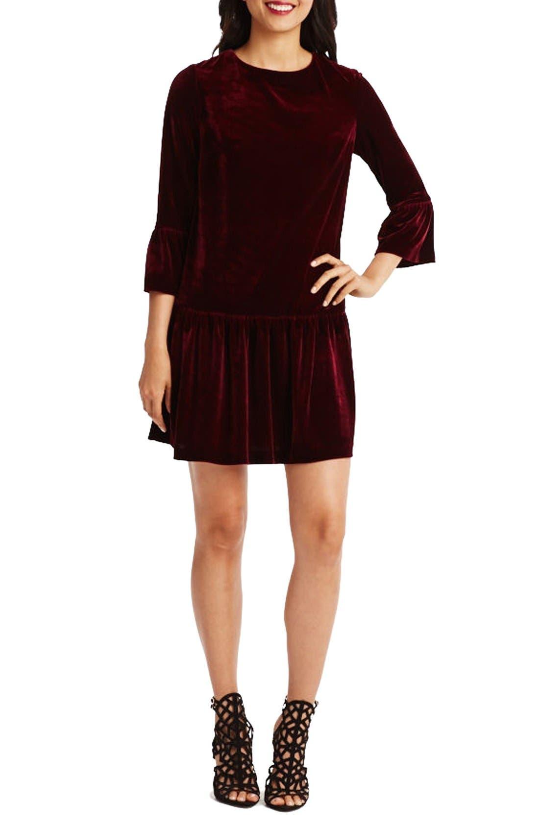 Main Image - Donna Morgan Stretch Velvet Shift Dress