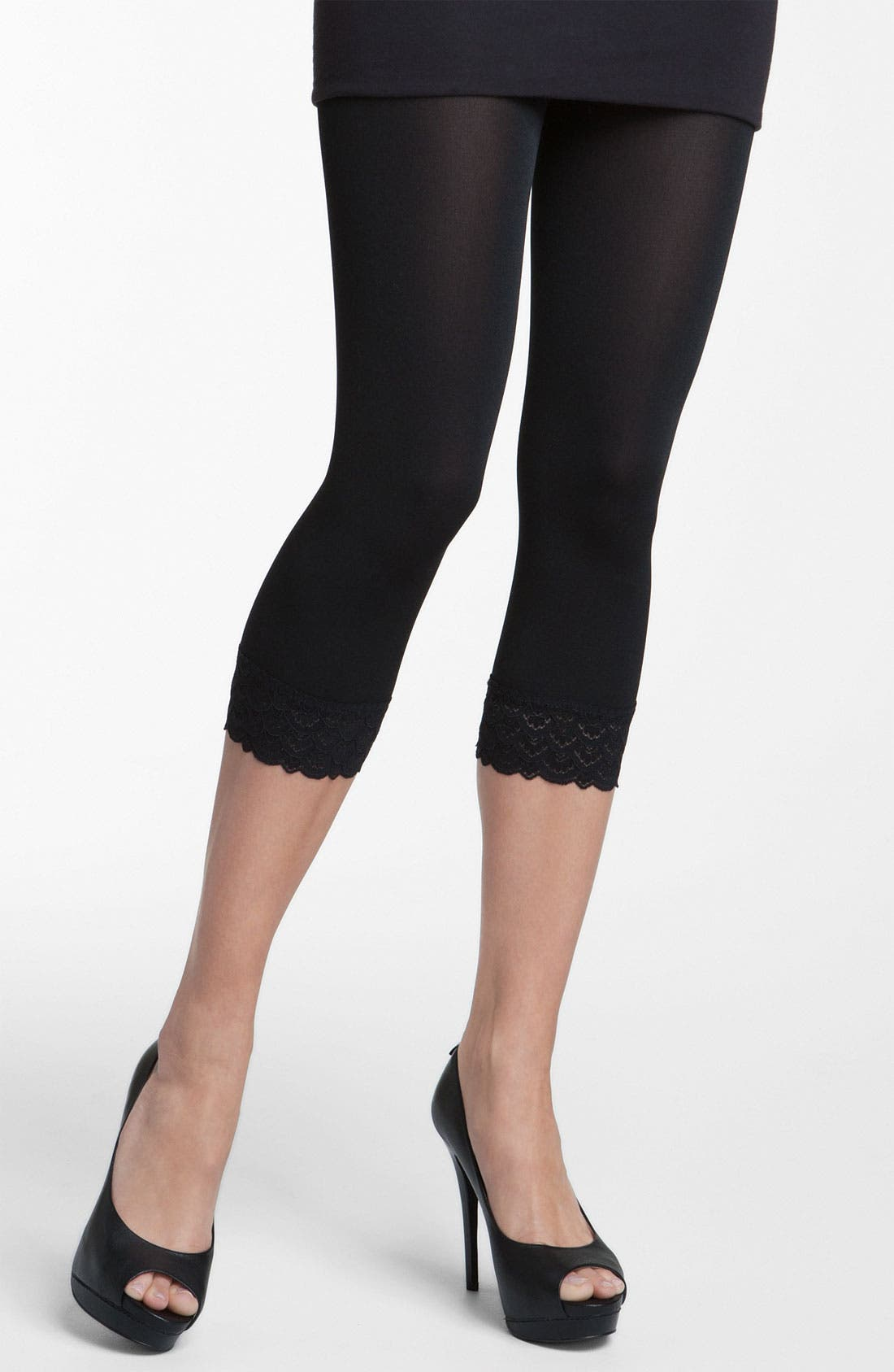 Main Image - Wolford 'Peacock Lace' Capri Leggings