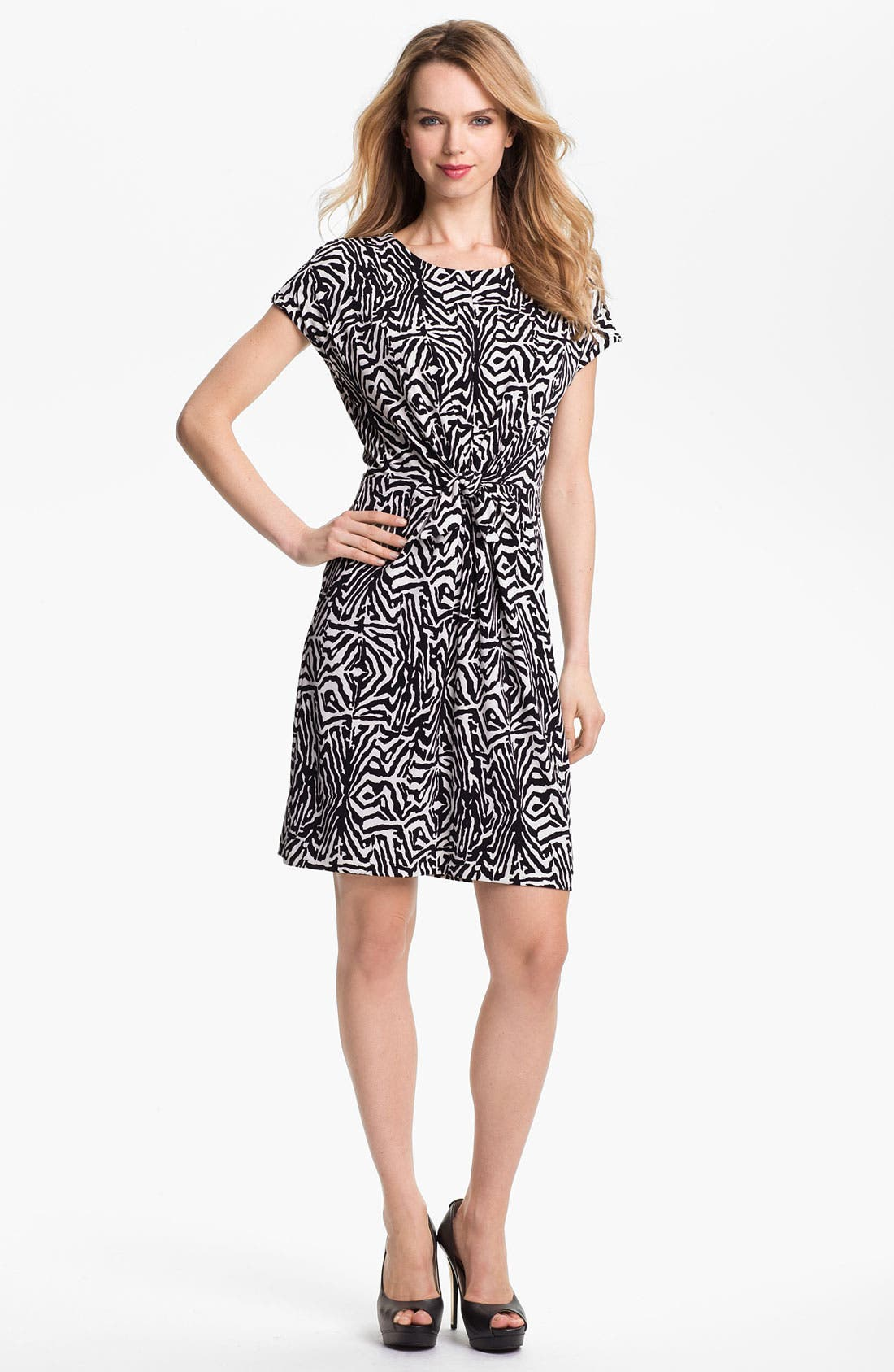 Main Image - Vince Camuto Tie Front Print Dress