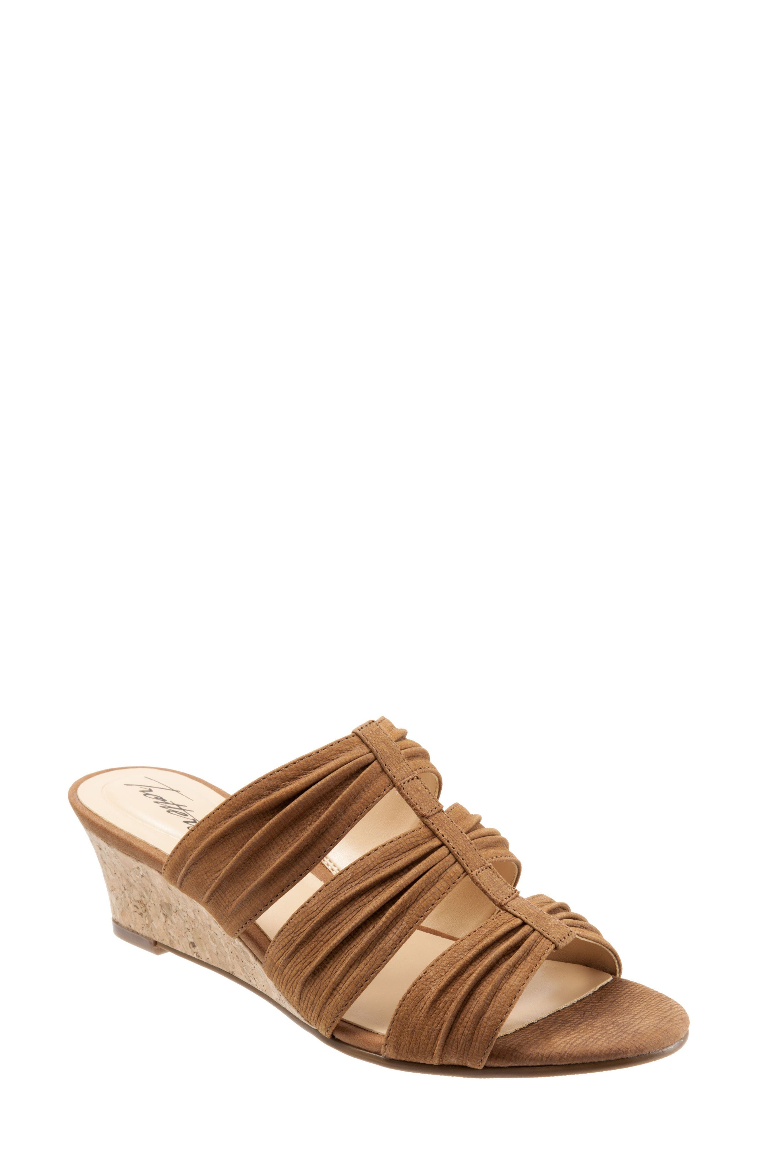 Trotters Mia Wedge Sandal (Women)