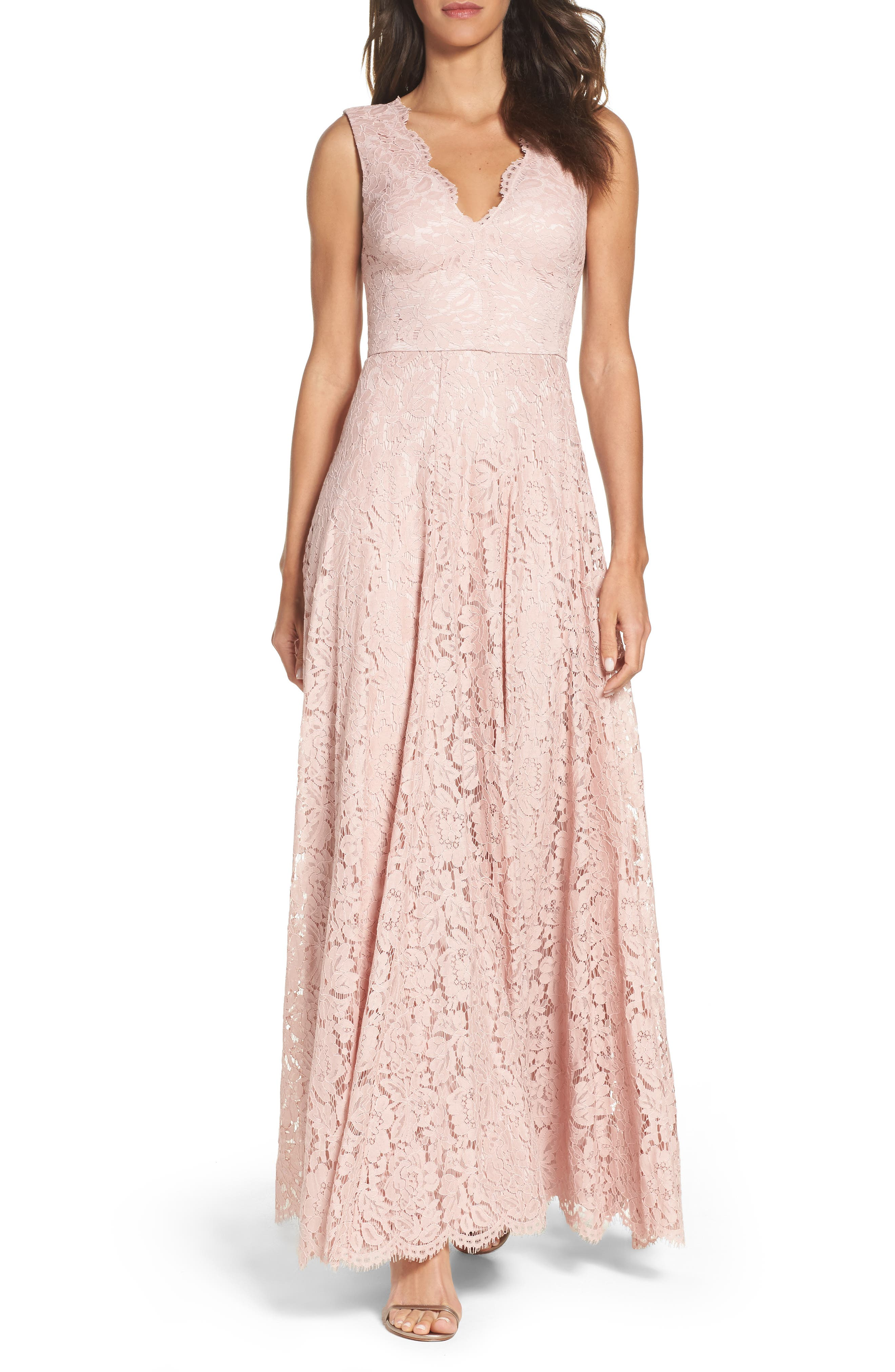 Vera Wang Scalloped Lace Gown