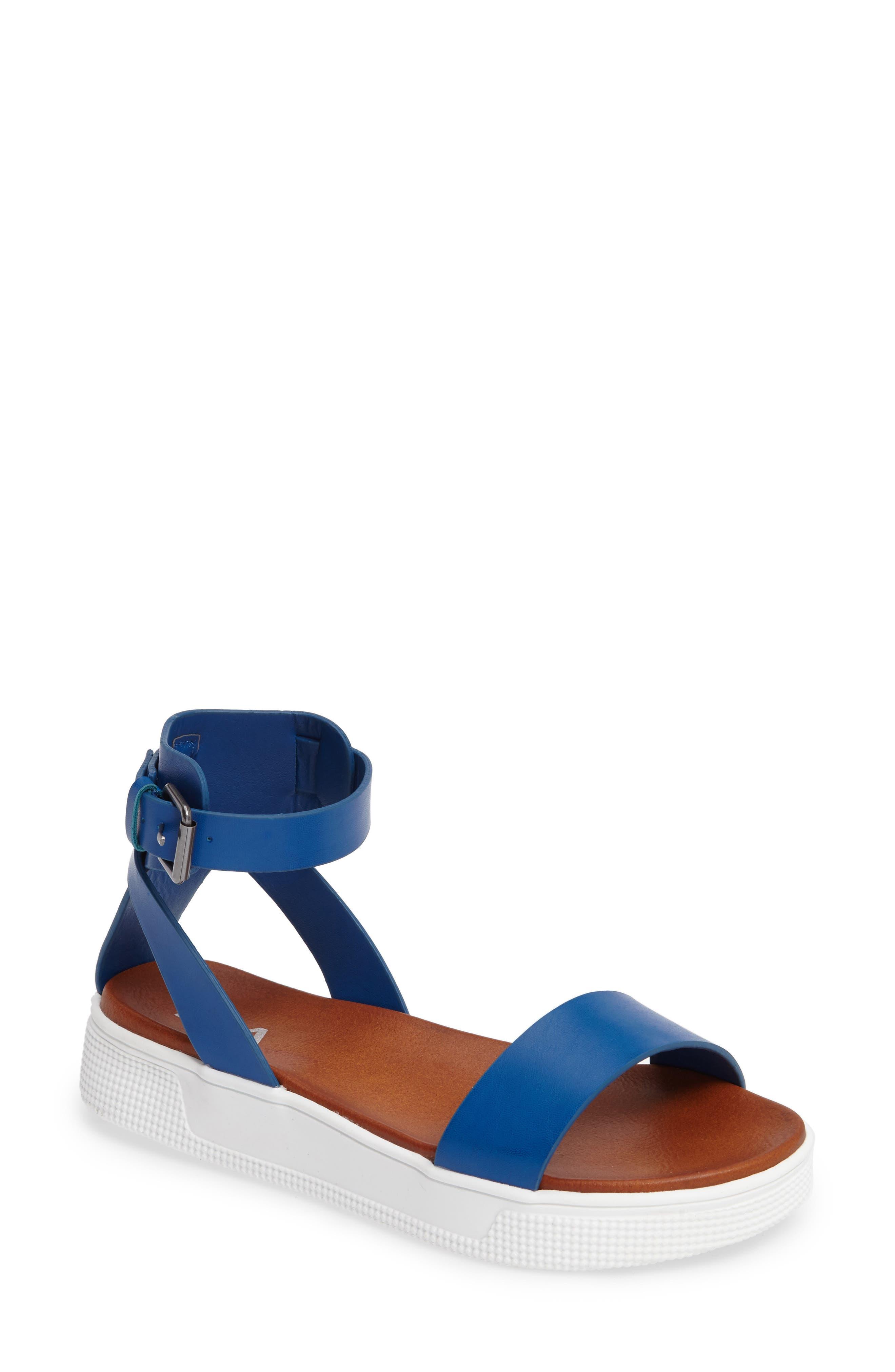 MIA Platform Sandal (Women)