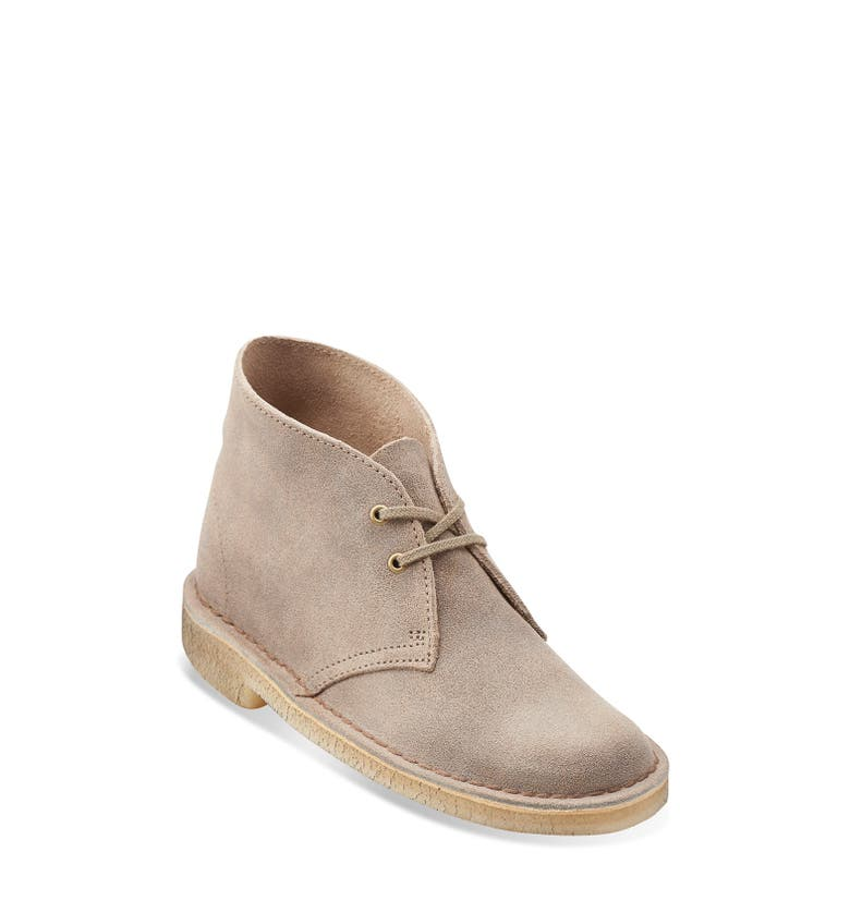 Desert boots can be worn all year long making them a perfect option for women to integrate into their wardrobes. Don't follow the men's lead, wear your desert boots the feminine way. Don't follow the men's lead, wear your desert boots the feminine way.