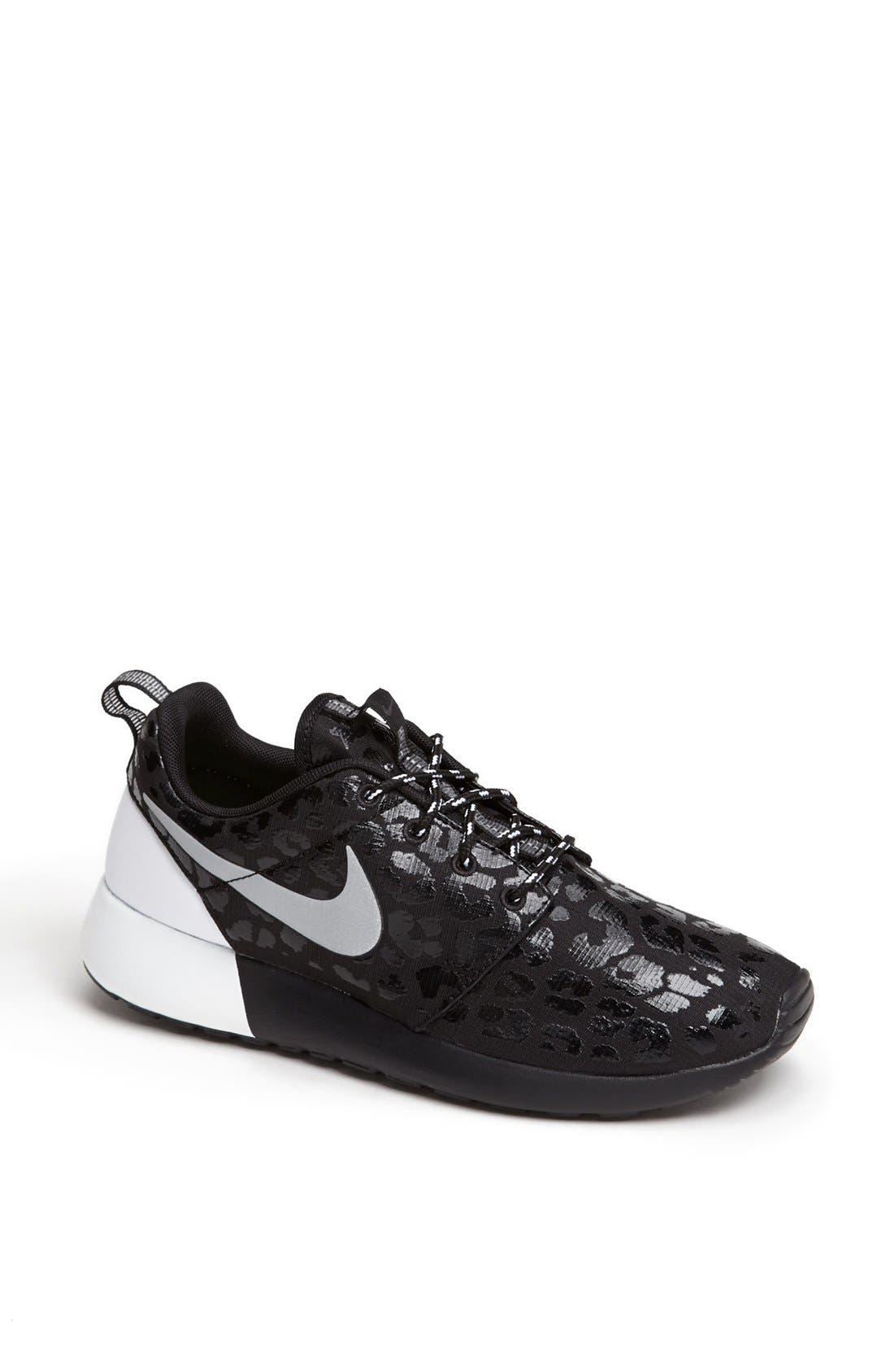 Alternate Image 1 Selected - Nike 'Roshe Run' Sneaker (Women)