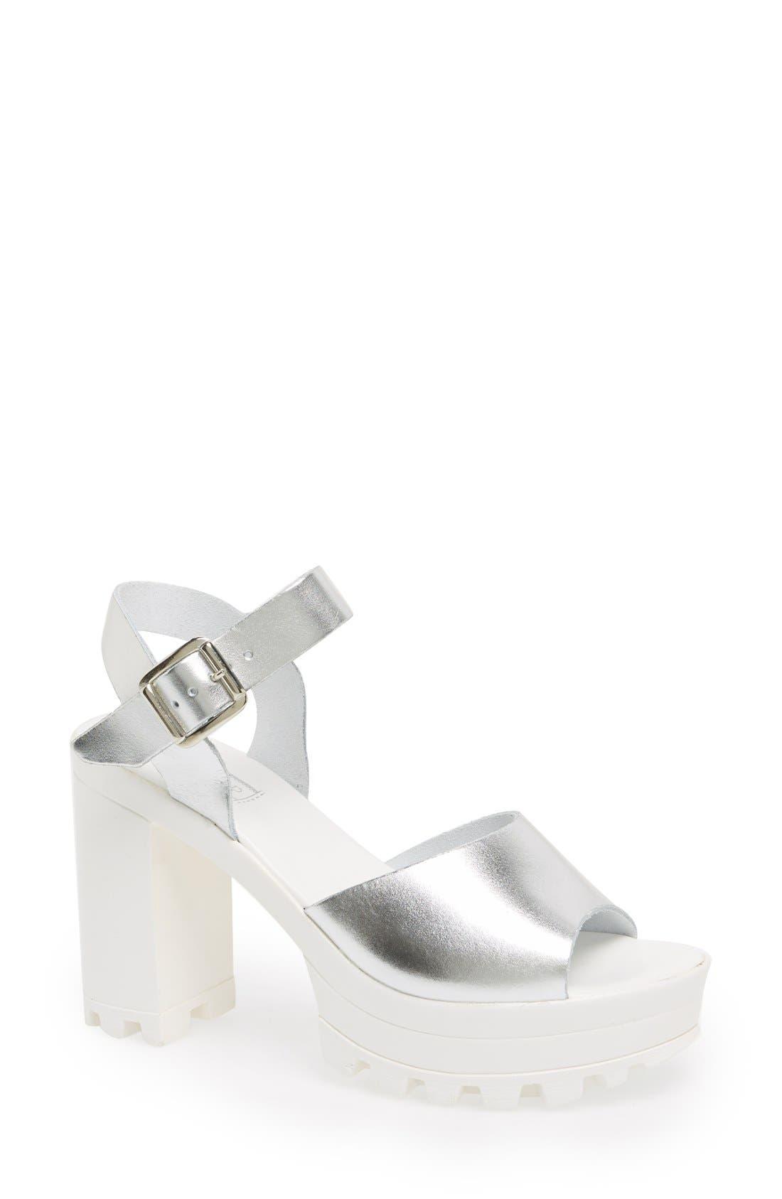Main Image - Topshop 'Lena' Chunky Sole Platform Sandal (Women)