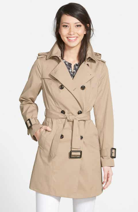 Wear a trench coat classic by going for a double-breasted thigh-length coat with a waist tie. Collars that fold down or pop up are essential to trench coat wear, but remember that you can change how they look based on how you button the top part of the coat. A double-breasted coat with bold buttons.