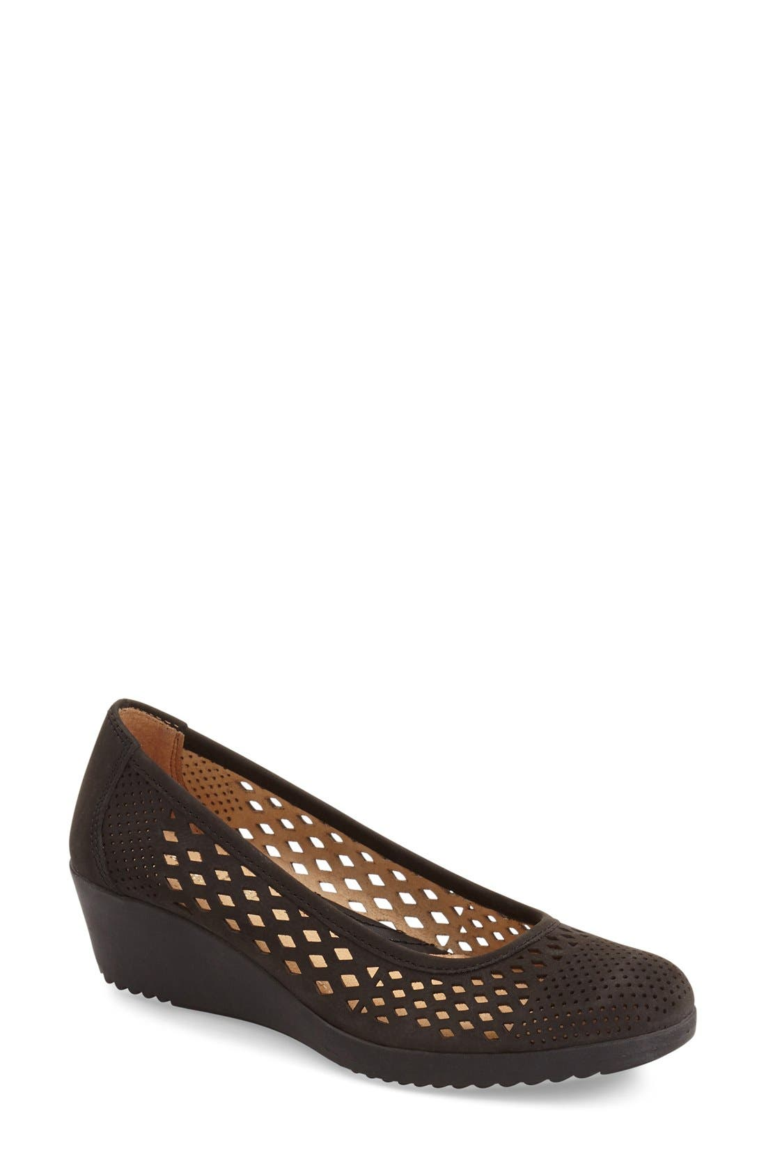 Naturalizer 'Brelynn' Wedge Pump (Women)