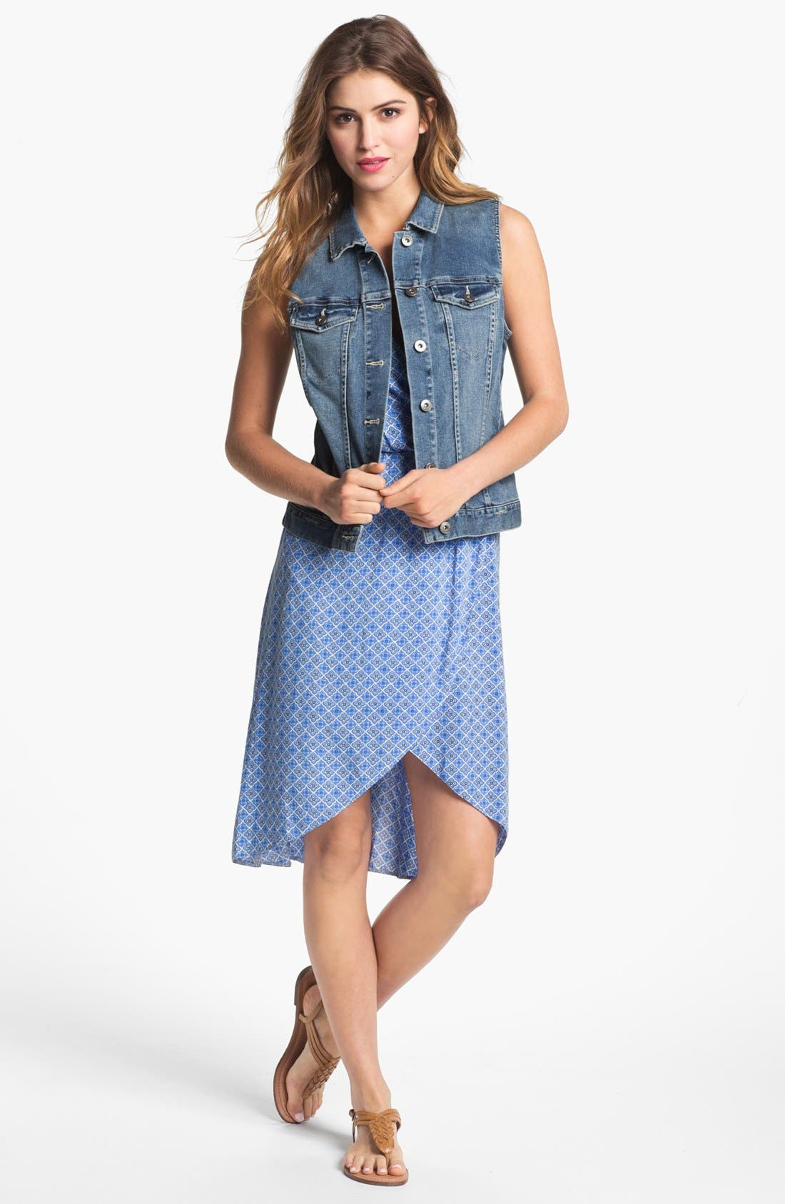 Main Image - Two by Vince Camuto Vintage Wash Denim Vest