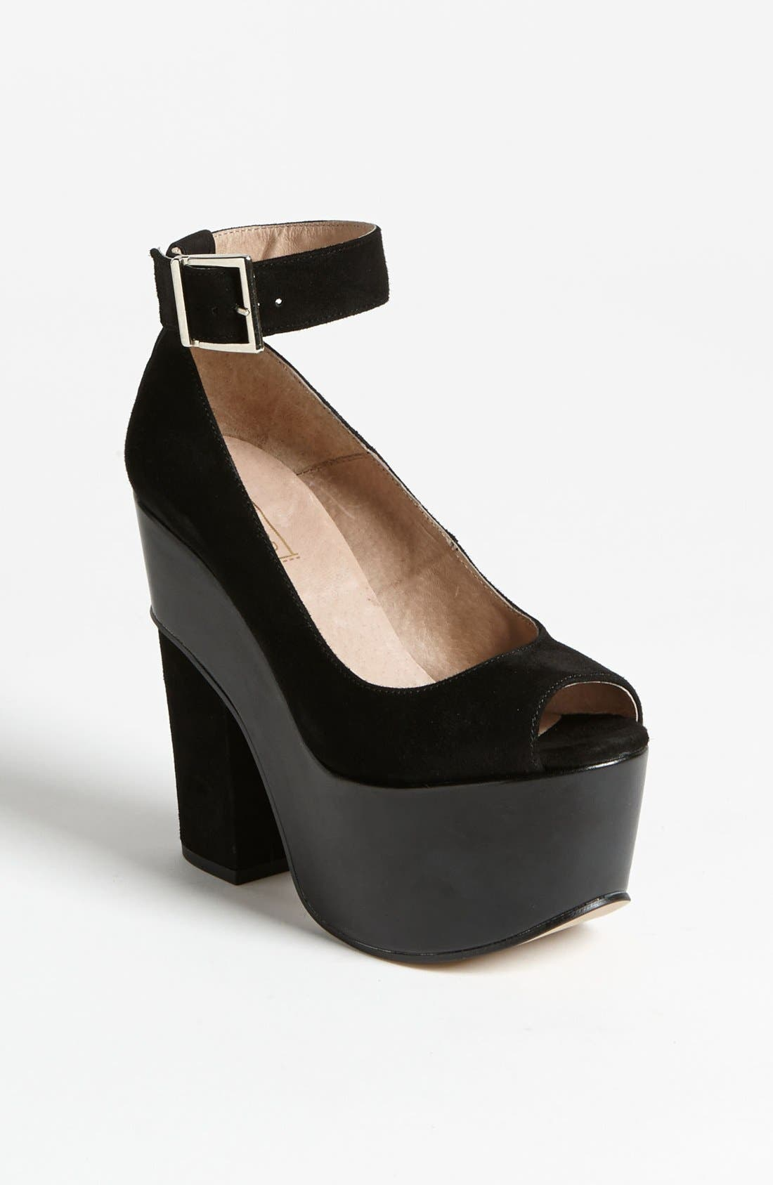 Alternate Image 1 Selected - Topshop 'Sonance' Pump
