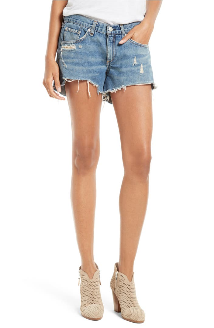 WOMEN'S JEAN SHORTS Jean shorts have been a spring and summer style staple ever since people started cutting off their ® Originals. The best women's shorts combine a great fit and modern style—and we've struck the perfect balance between the two. Our jean shorts for women are ideal for anything from music festivals to city sidewalks.