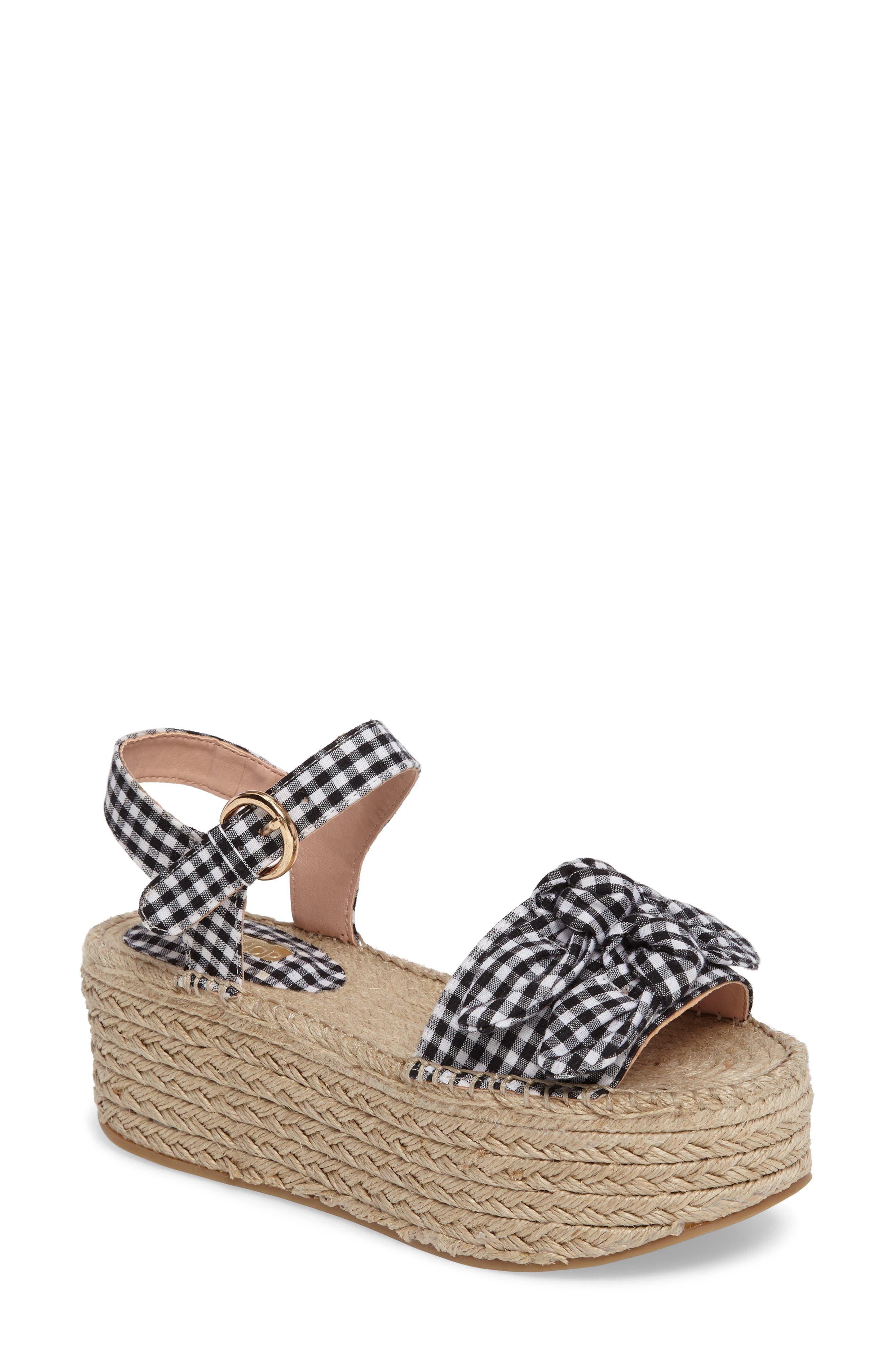 Main Image - Topshop Wendy Gingham Platform Sandal (Women)
