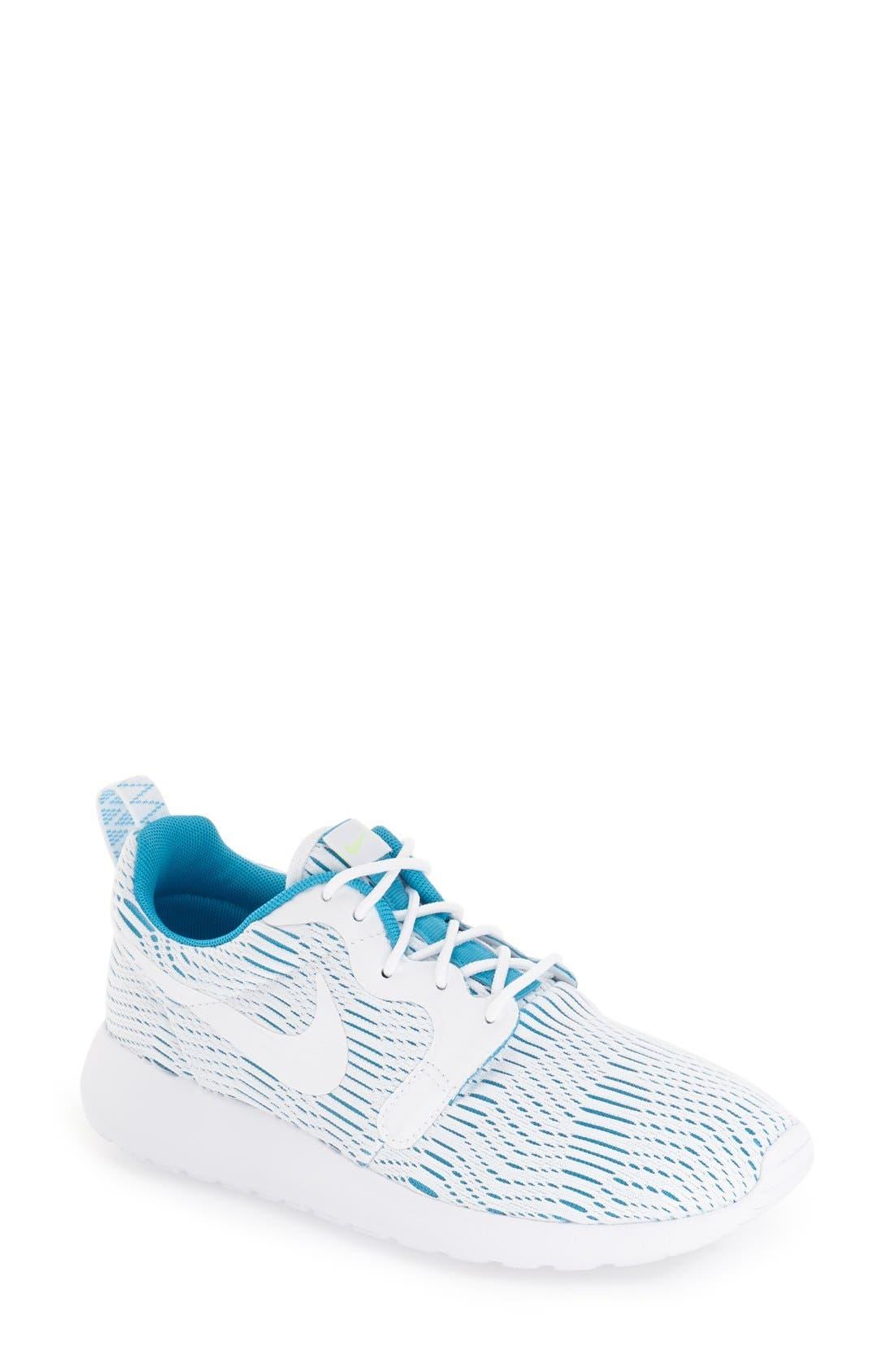 Main Image - Nike 'Roshe Run' Print Sneaker (Women)