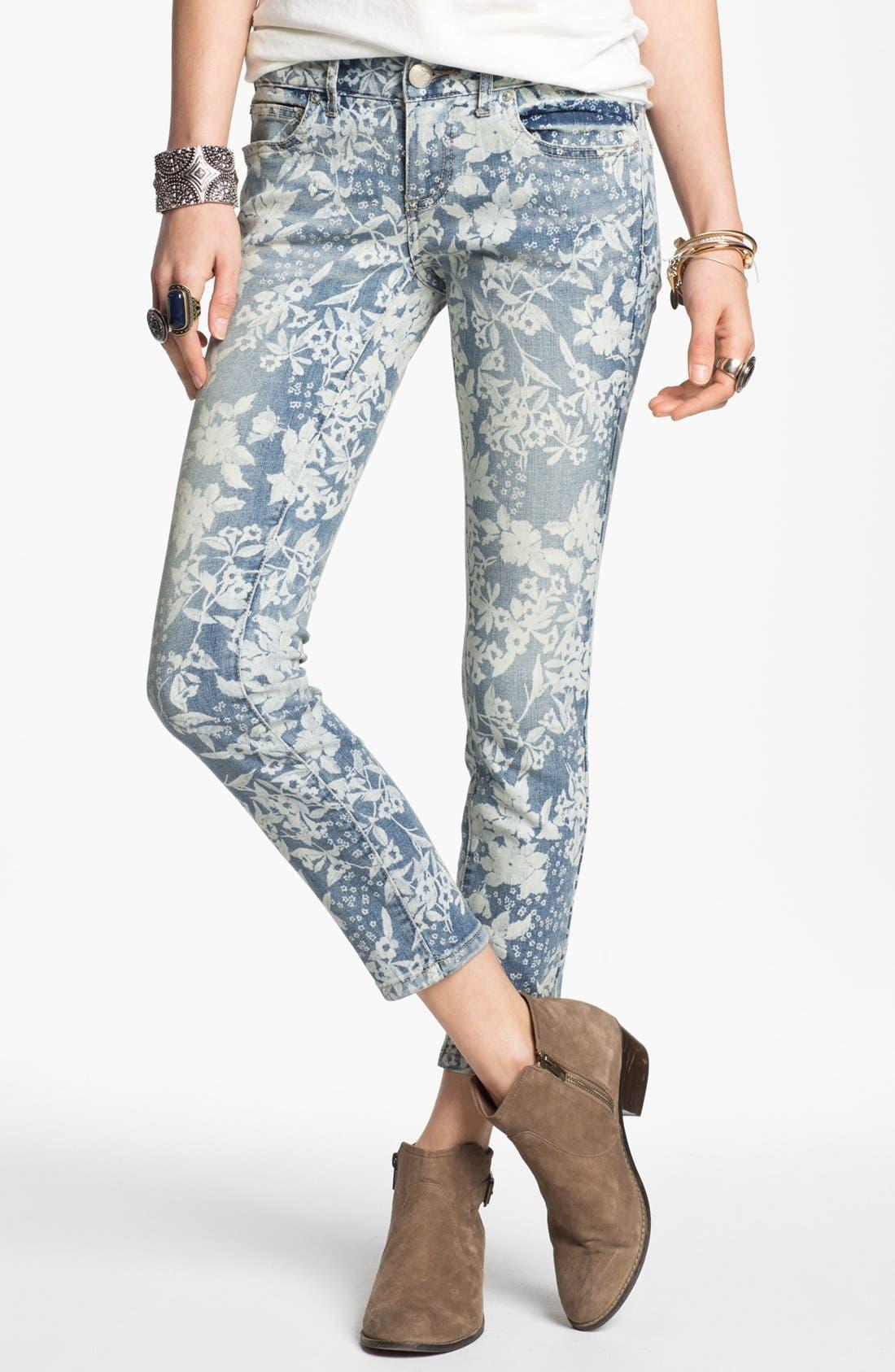 Main Image - Free People Hawaiian Print Crop Skinny Jeans (Denim Combo)