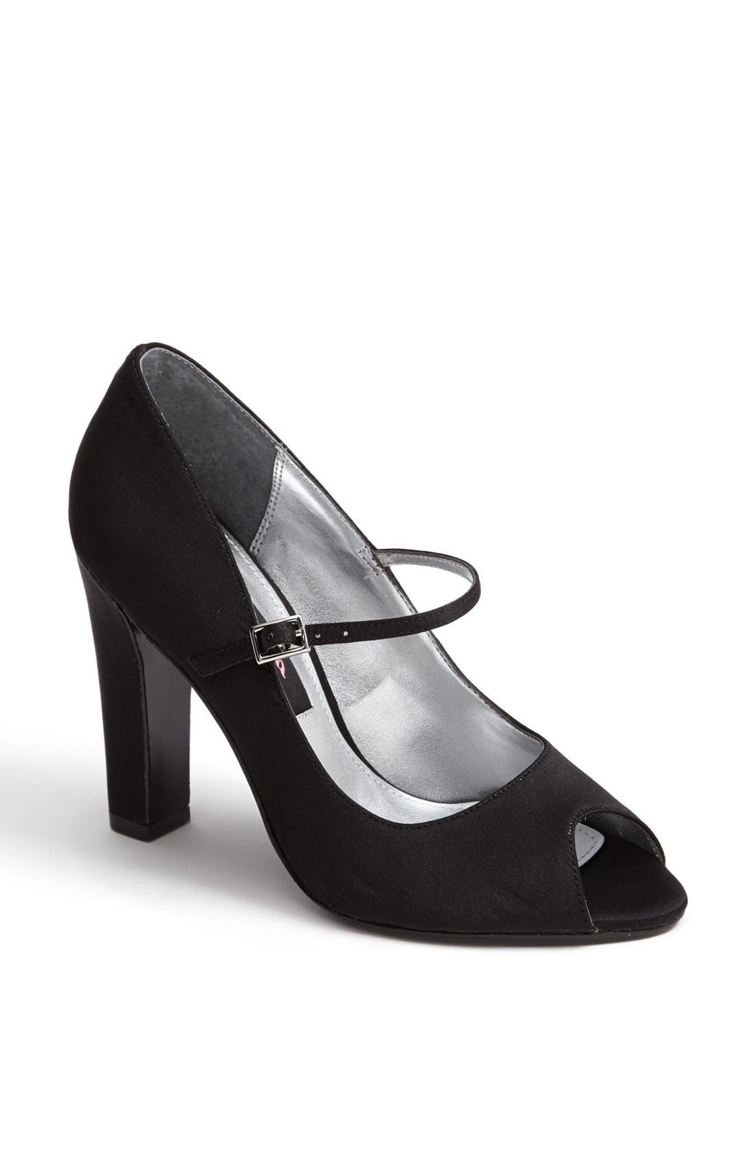 Alternate Image 1 Selected - Nina 'Magnolia' Pump (Online Only)