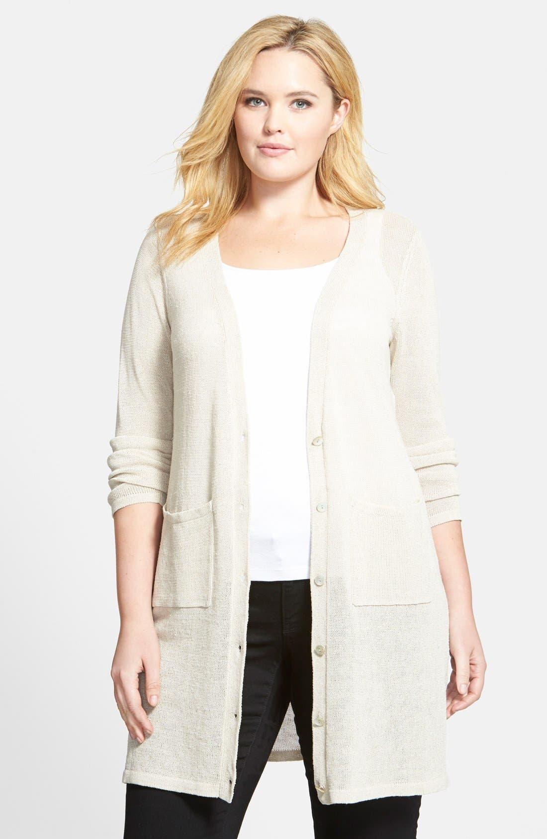 Shop dressbarn for the latest in plus size sweaters. You'll discover on trend styles in a variety of patterns and prints that can be worn for any occasion. Add some extra flair to your weekend or workwear wardrobe with plus size sweaters.