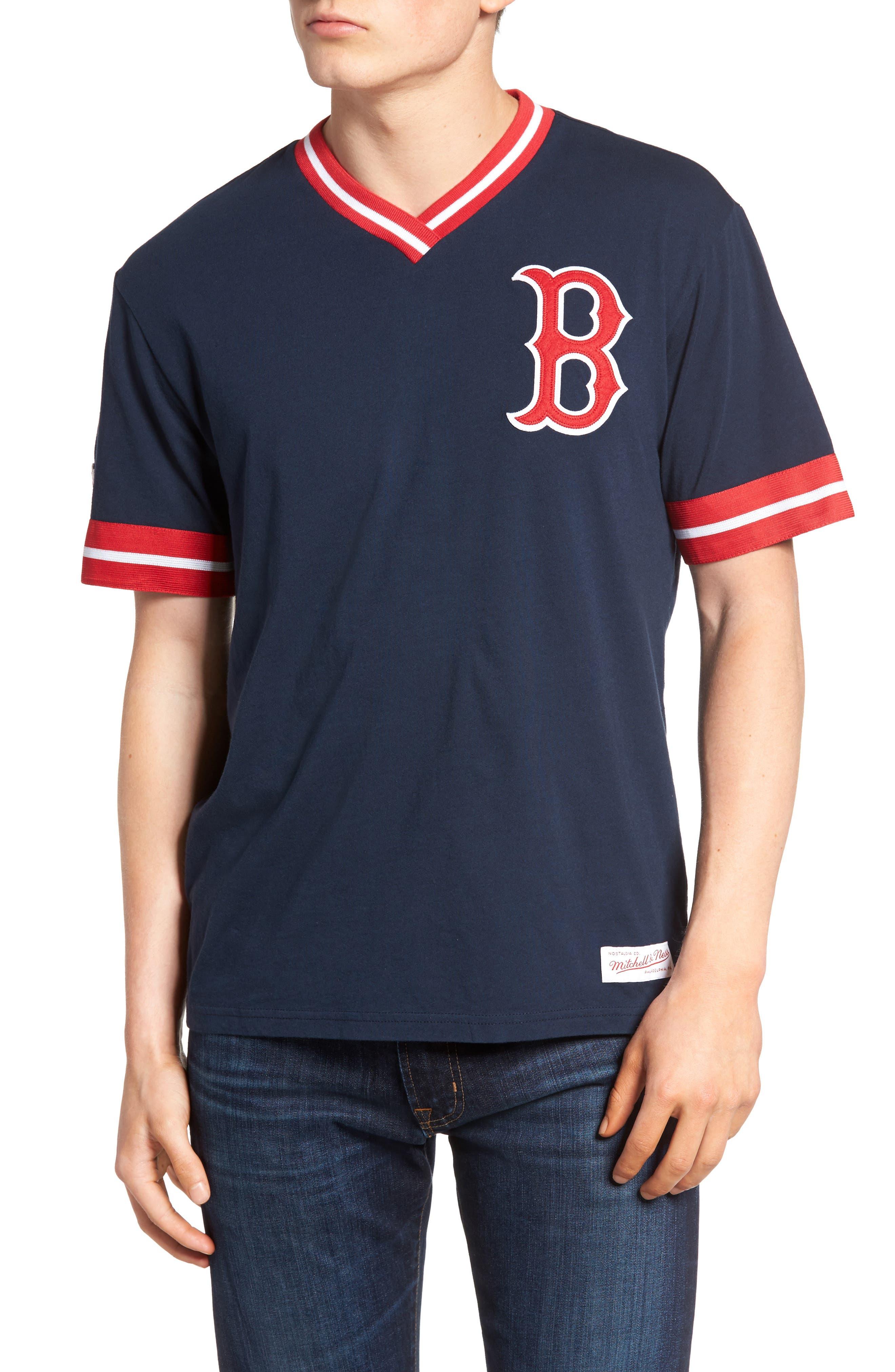 Mitchell & Ness Boston Red Sox - Vintage V-Neck T-Shirt