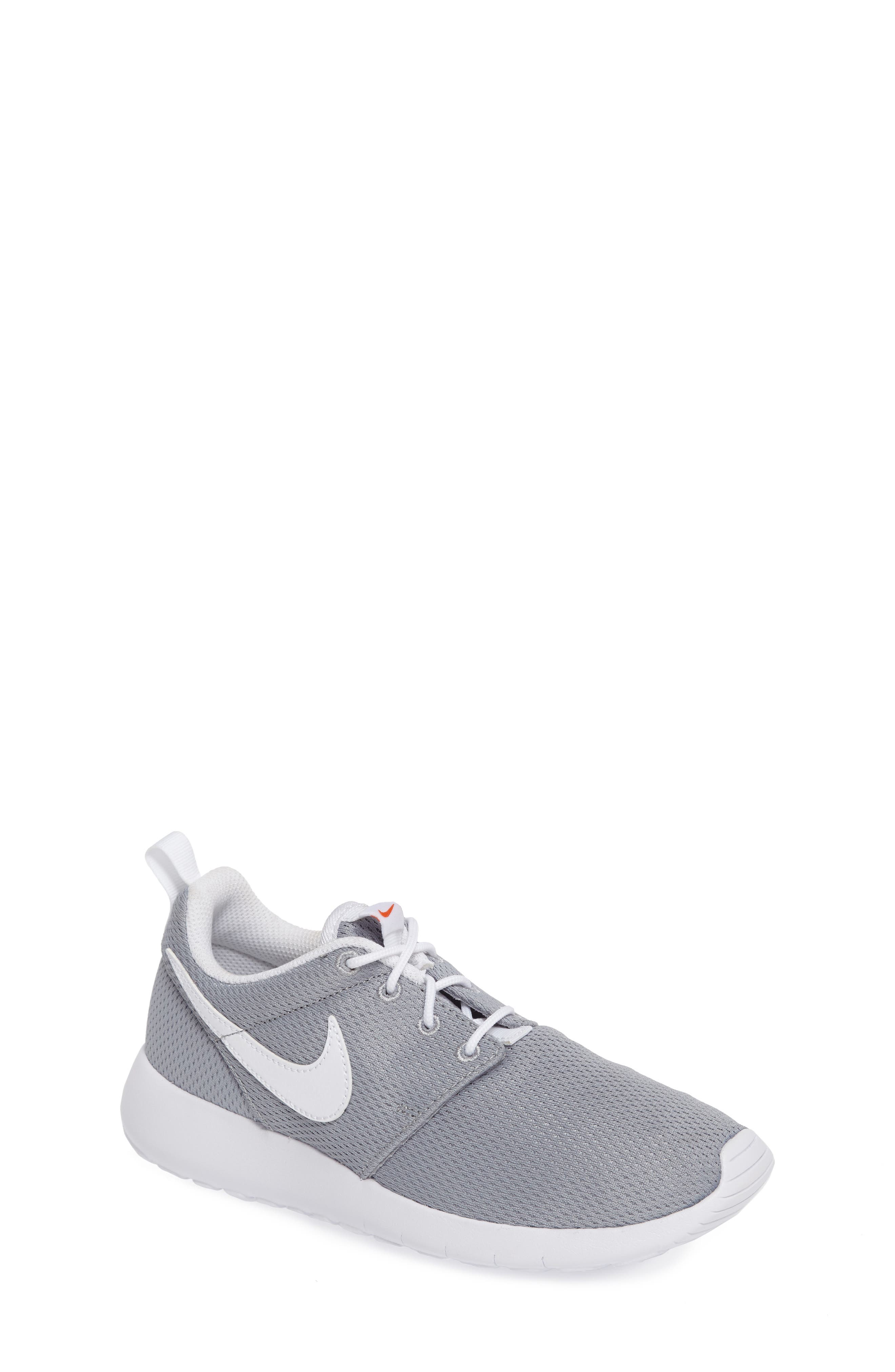 Alternate Image 1 Selected - Nike 'Roshe Run' Sneaker (Little Kid & Big Kid)