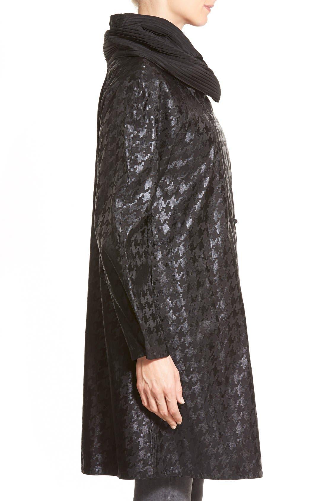 Alternate Image 2  - MycraPac DesignerWear 'ShortDonatella' Reversible Pleat Hood PackableTravel Coat