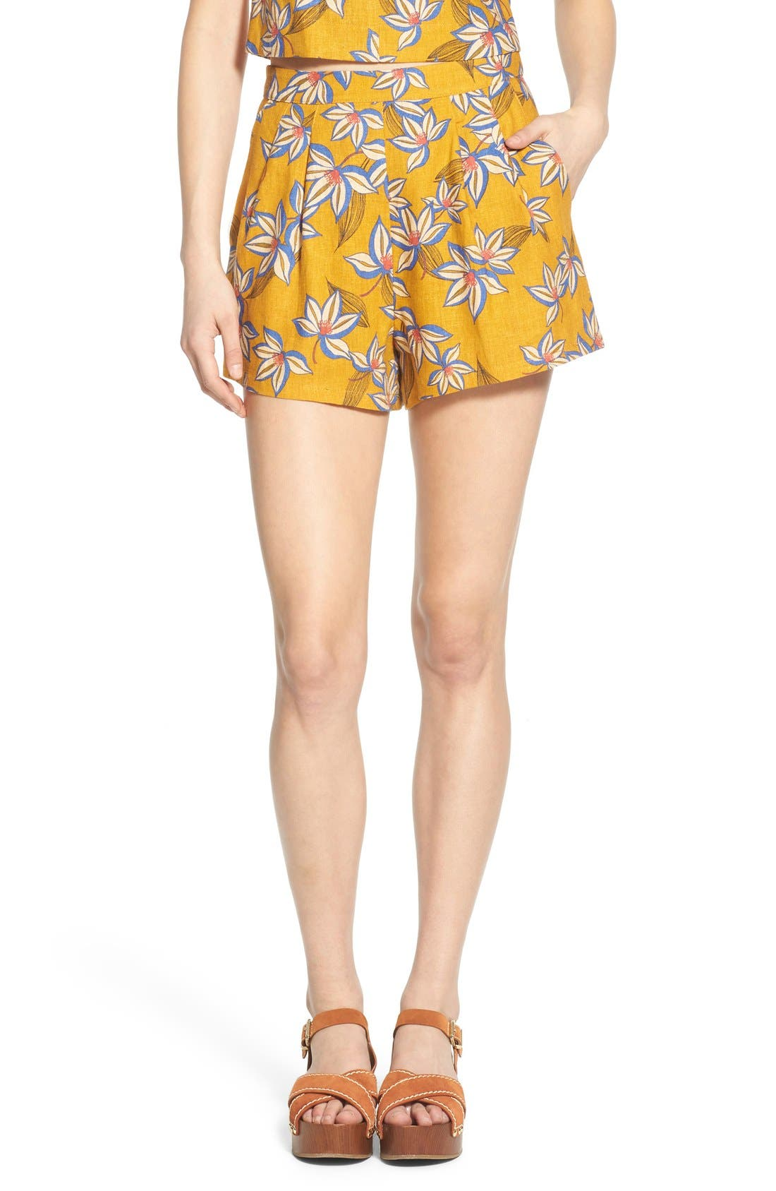 Main Image - Lush Print Pleated Shorts