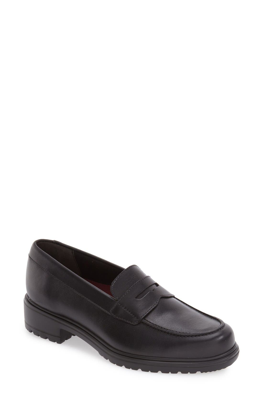 Munro 'Jordi' Leather Loafer (Women)