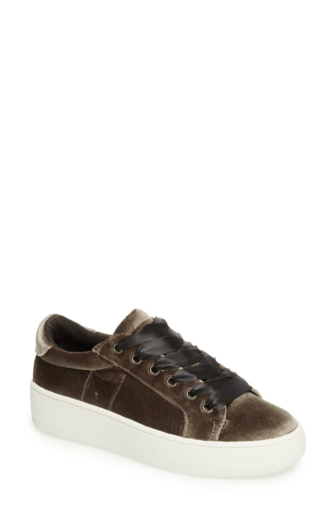 Alternate Image 1 Selected - Steve Madden Bertie-V Platform Sneaker (Women)
