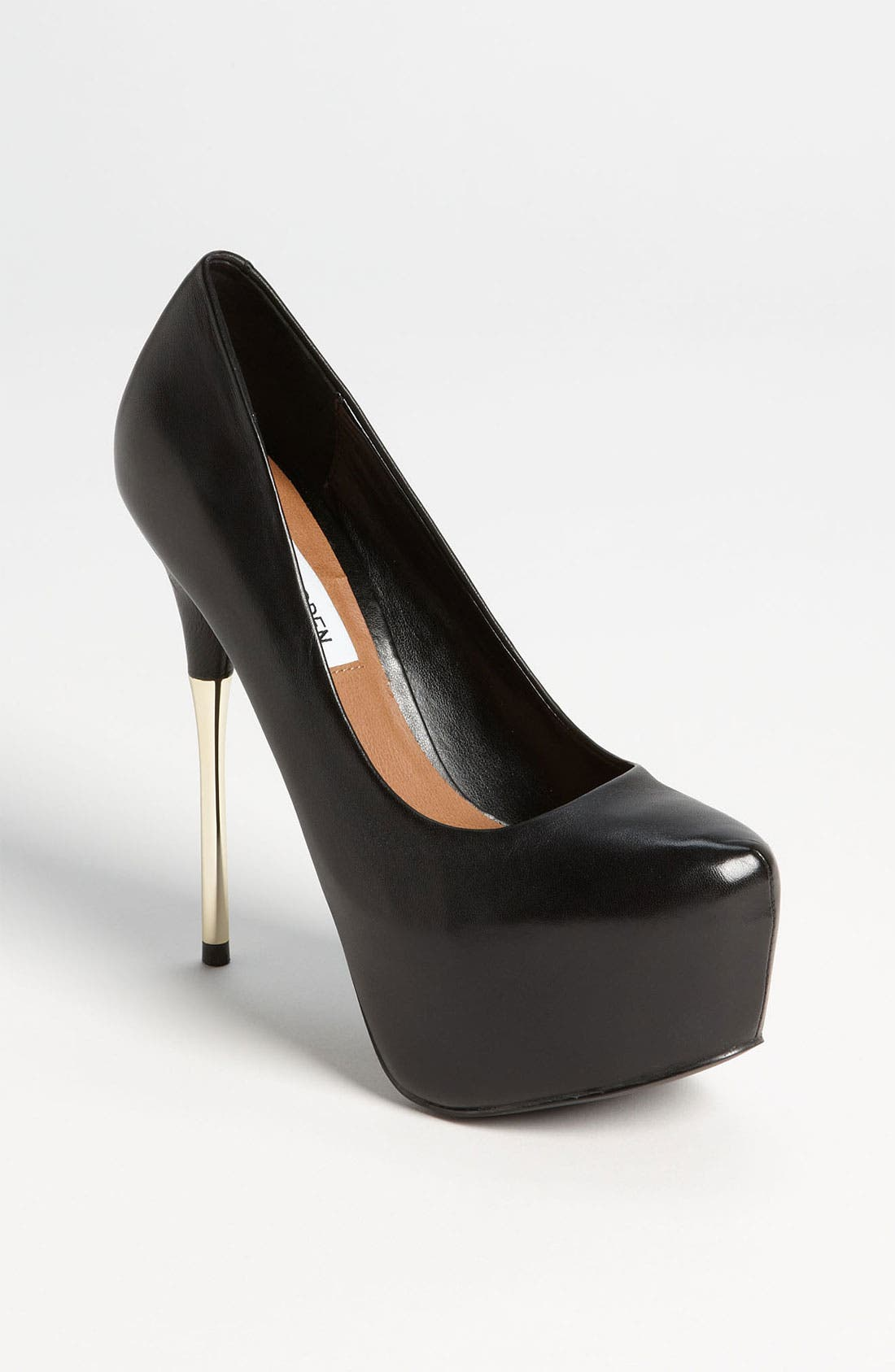 Alternate Image 1 Selected - Steve Madden 'Spikley' Pump