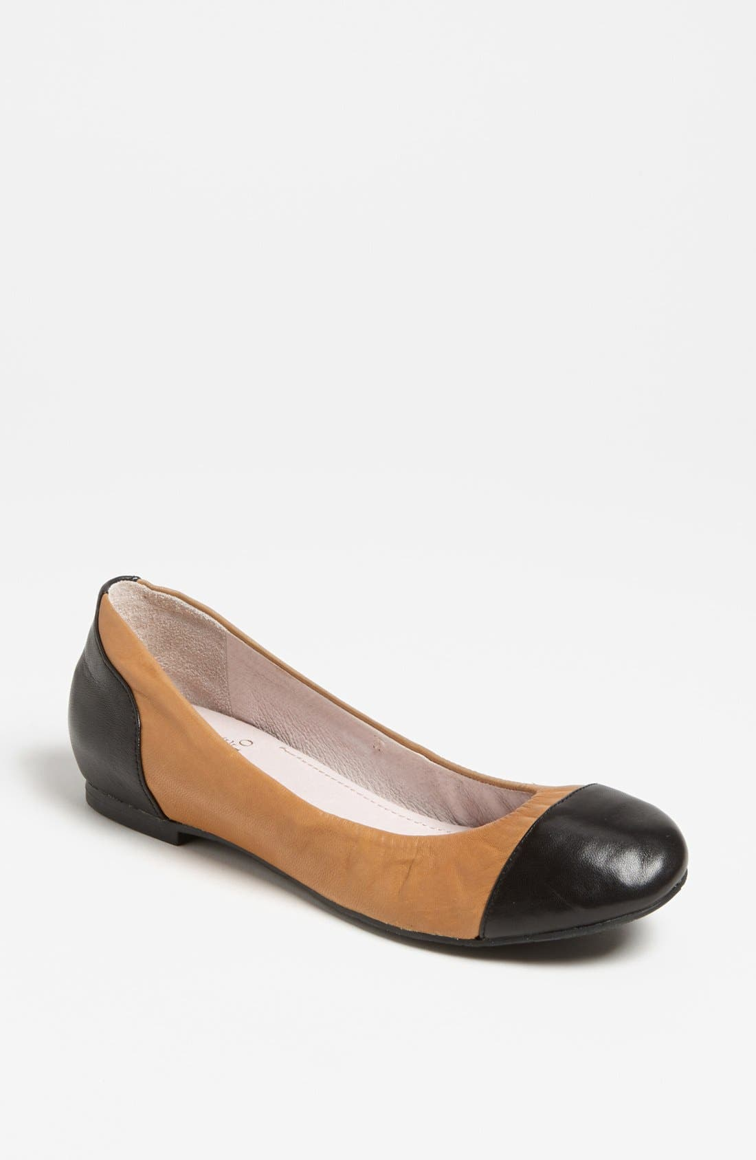 Alternate Image 1 Selected - Vince Camuto 'Linkon' Flat