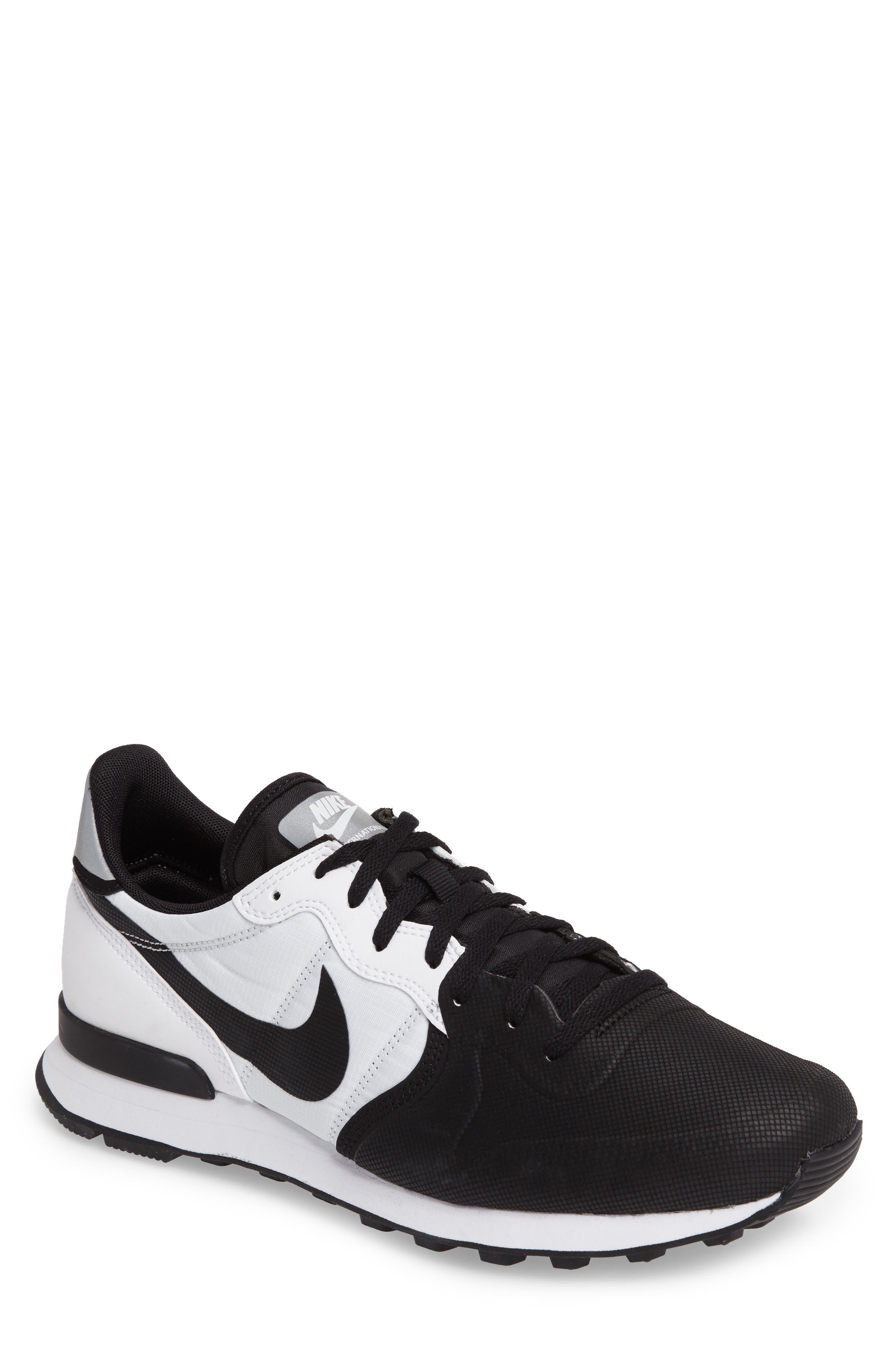 NIKE Internationalist Premium SE Sneaker